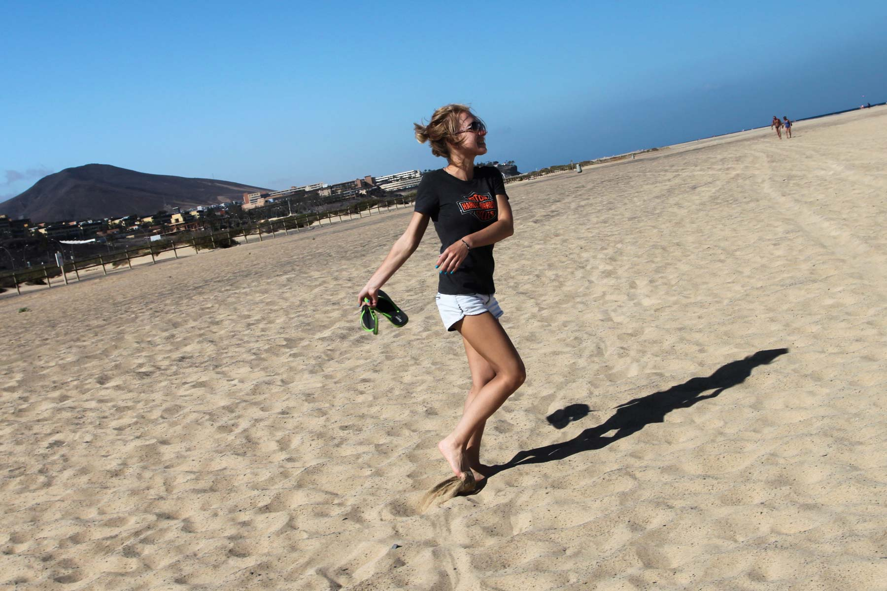 Море, солнце и песок на пляже Фуэртевентуры