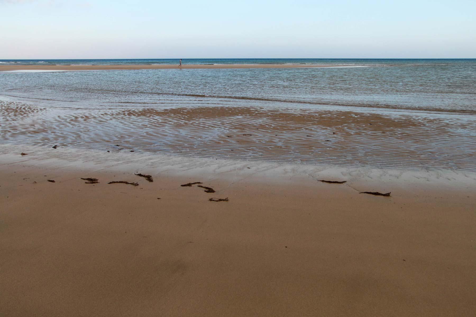 Отлив на пляже Коста Кальма