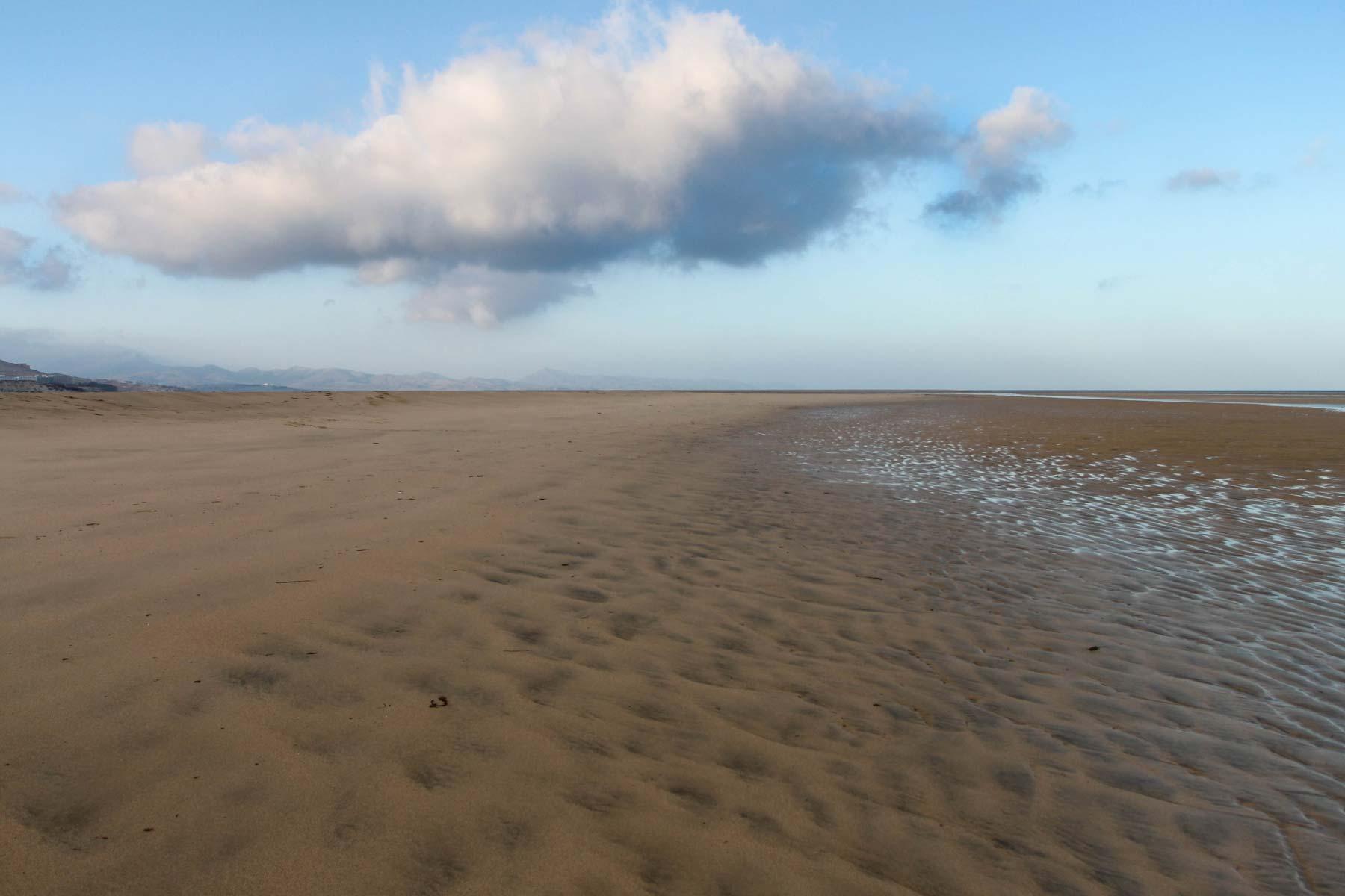 Облако над пляжем Фуэртевентуры