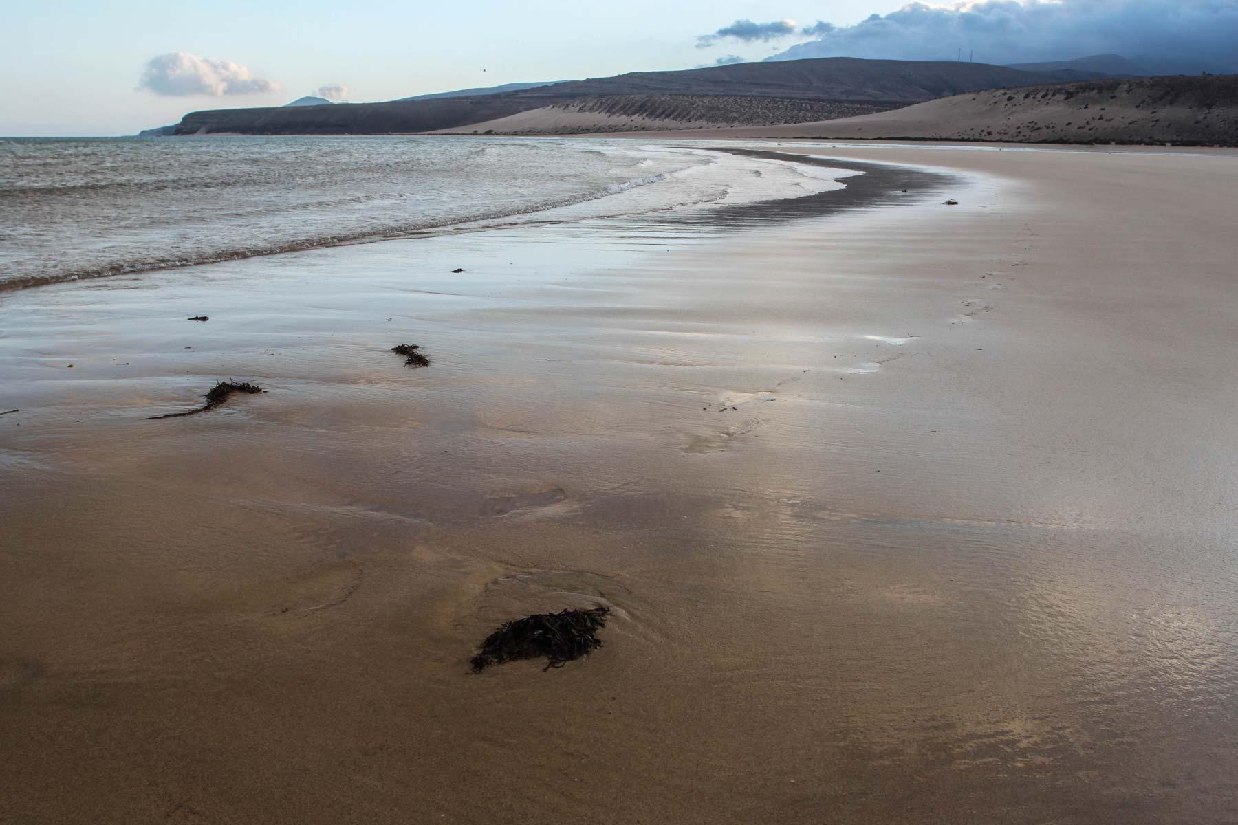 Полоса пляжа в отлив на Коста Кальма