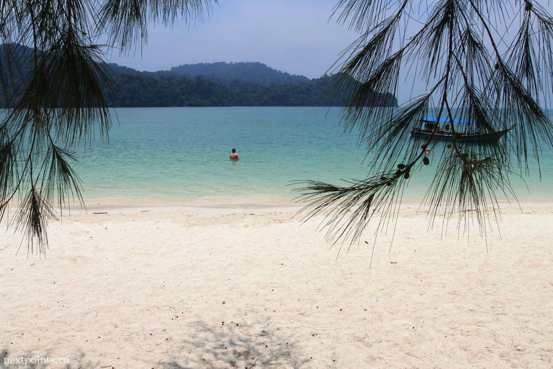 Пляж на Singa Besar