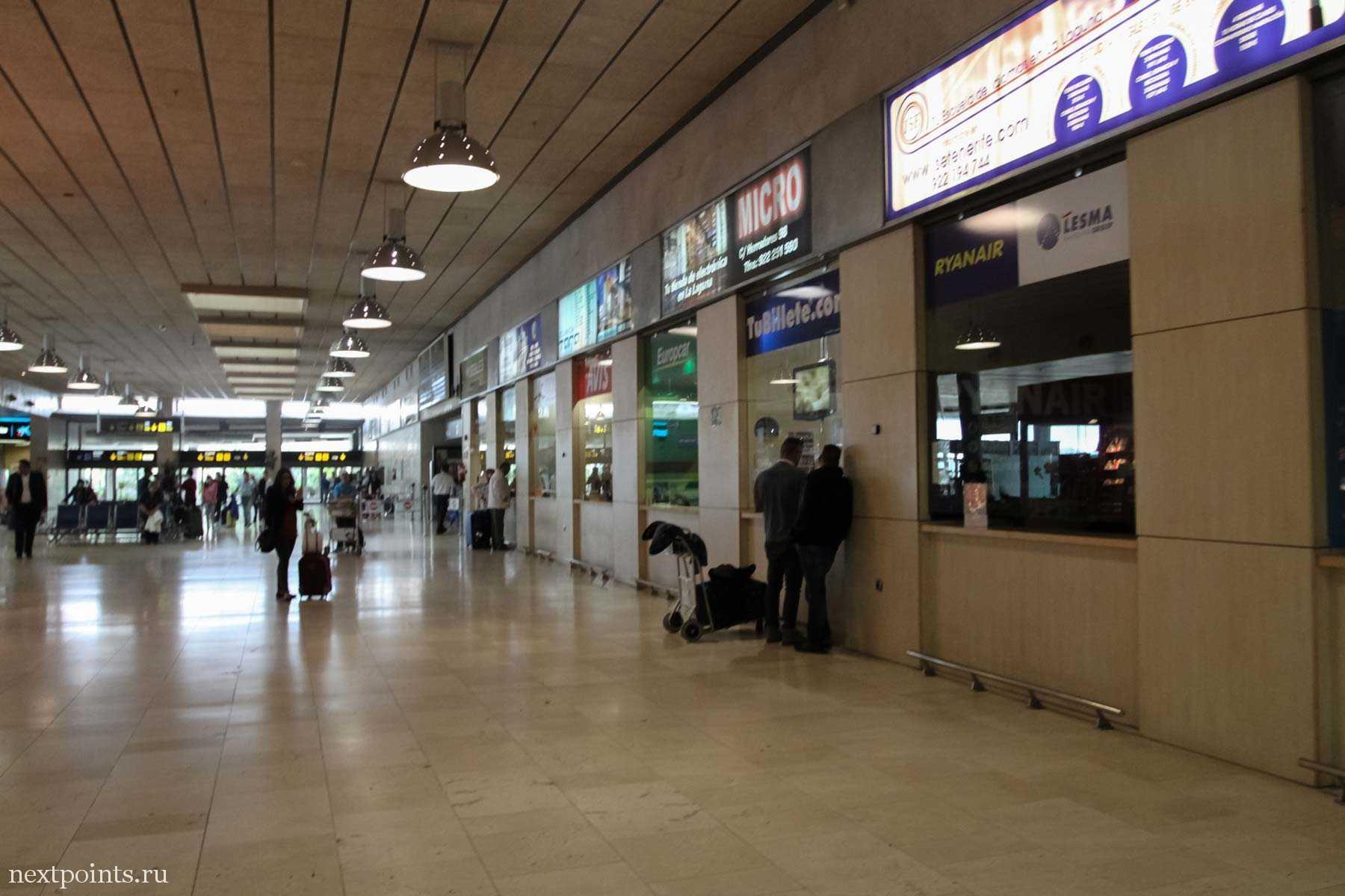 Аэропорт Тенерифе (Север). Стойки с компаниями по прокату авто.