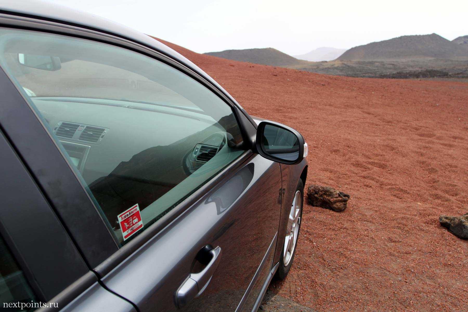 Volvo на Лансароте. Парковка Национального парка Timanfaya.