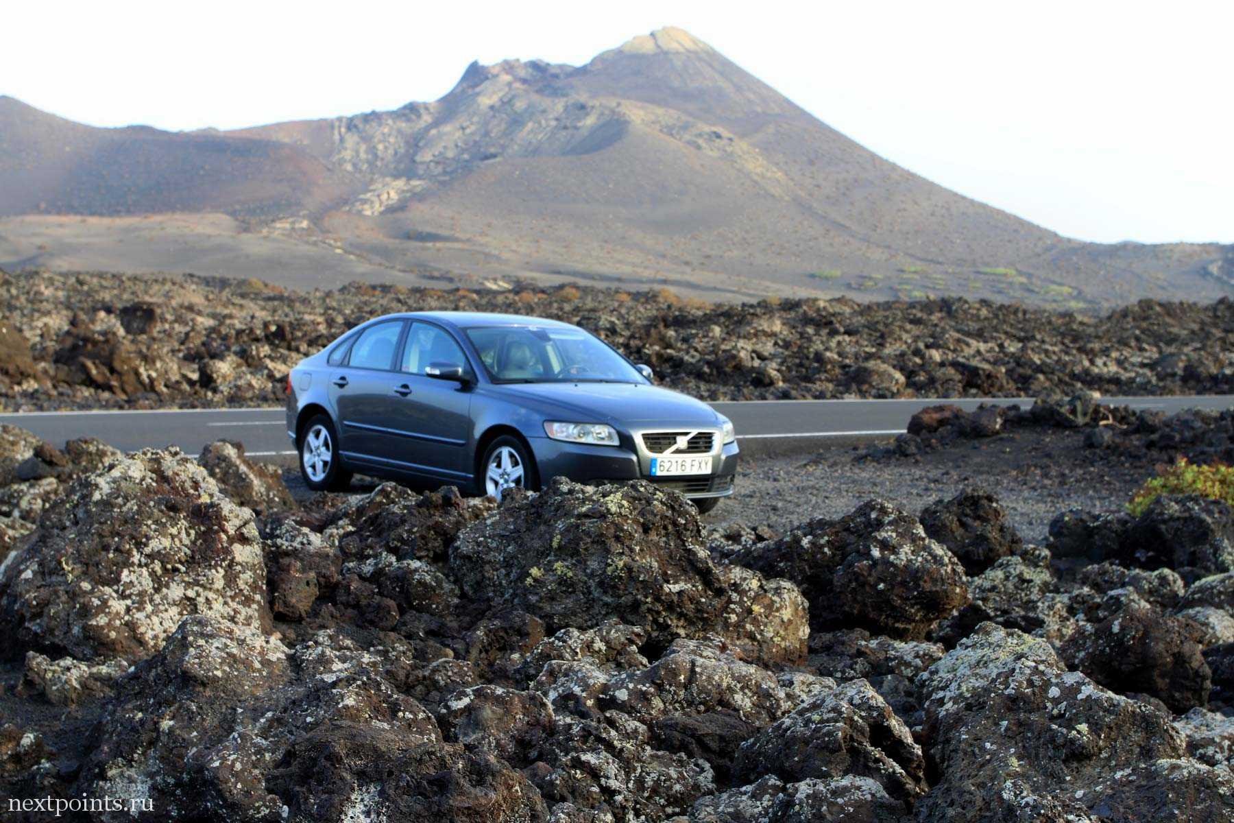 Volvo где-то на дороге на пути к парку Тиманфая.