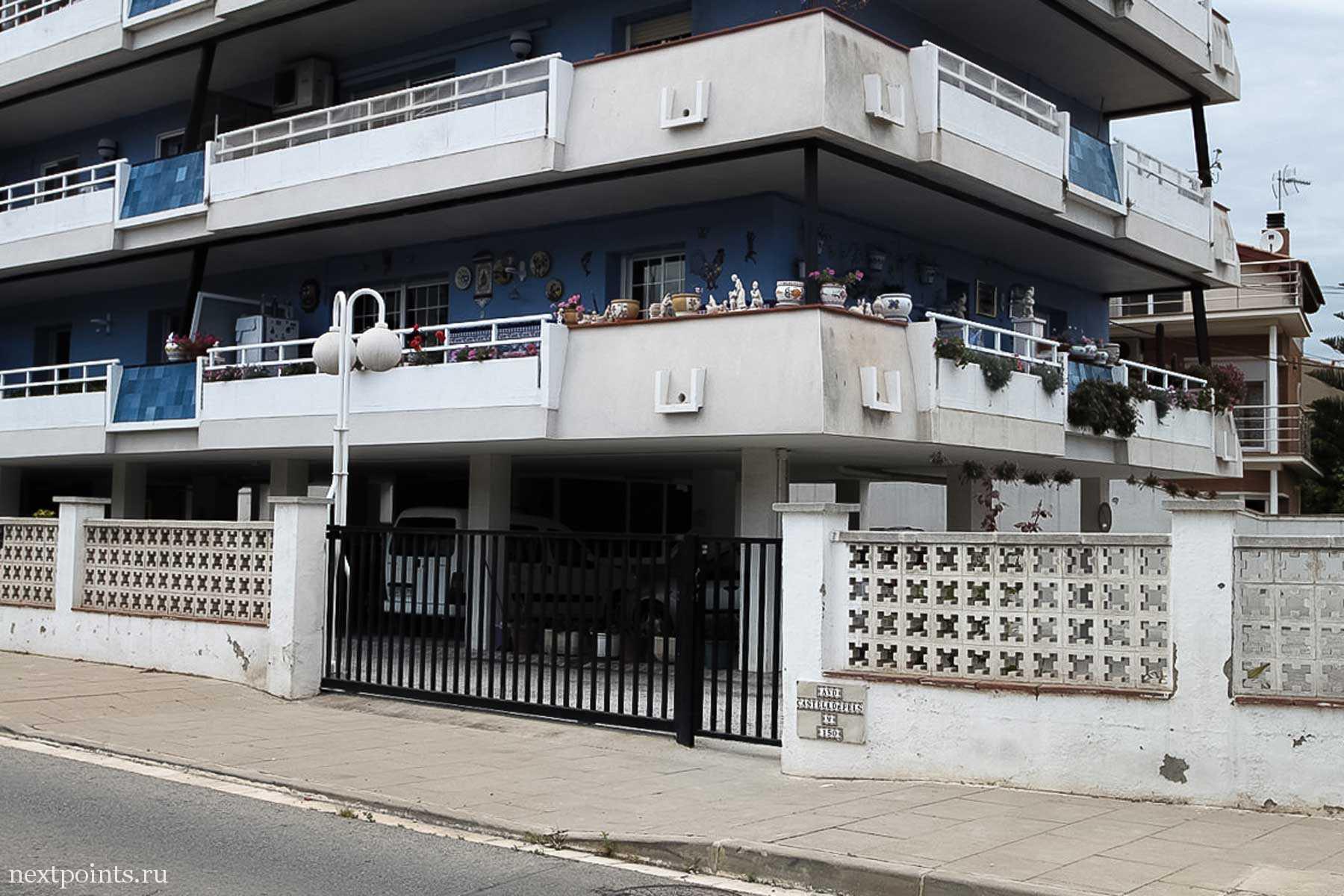 Интересно - в этом доме такие балконы или коридоры?