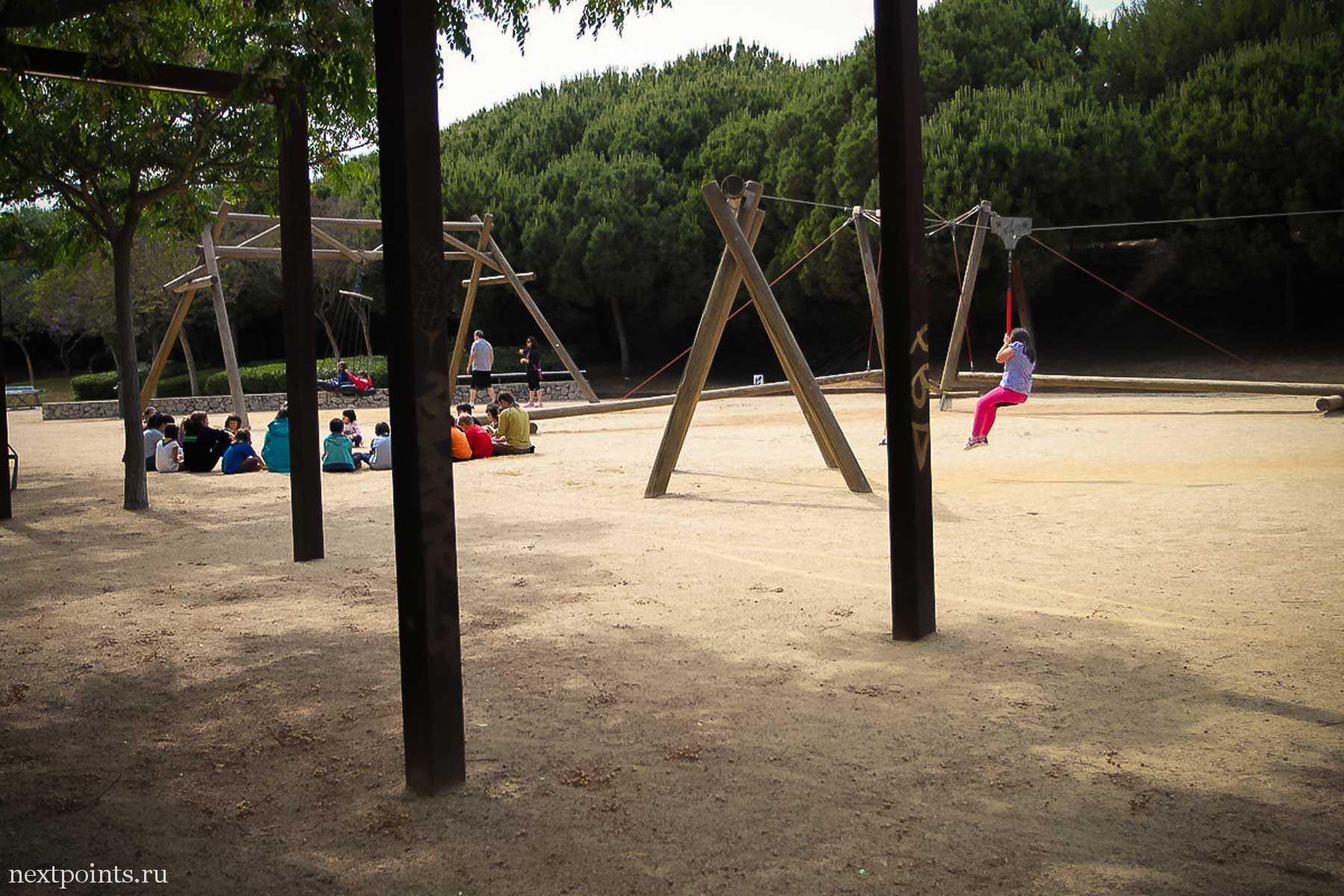 Площадка для игр и занятий школьников