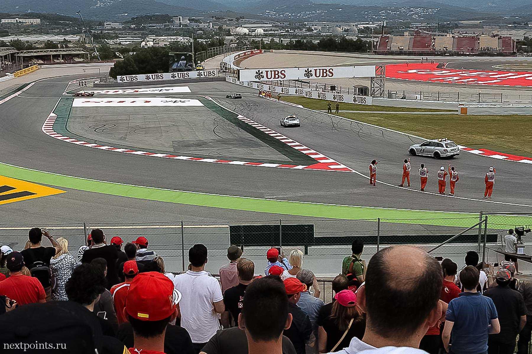 Блестящие safety car в конце гонки в Испании
