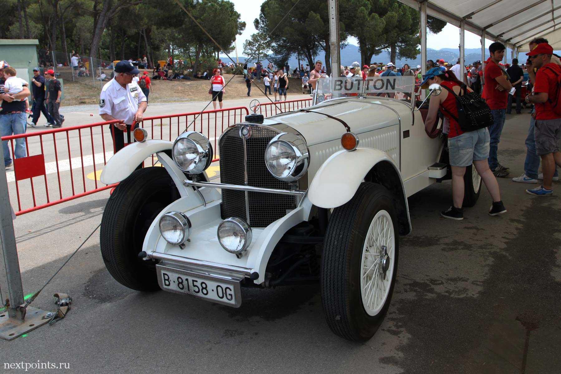 Машина Баттона с парада пилотов на трассе Формулы 1 в Испании