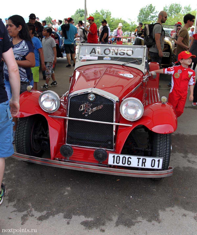 Машина Алонсо с парада пилотов на трассе Формулы 1 в Испании