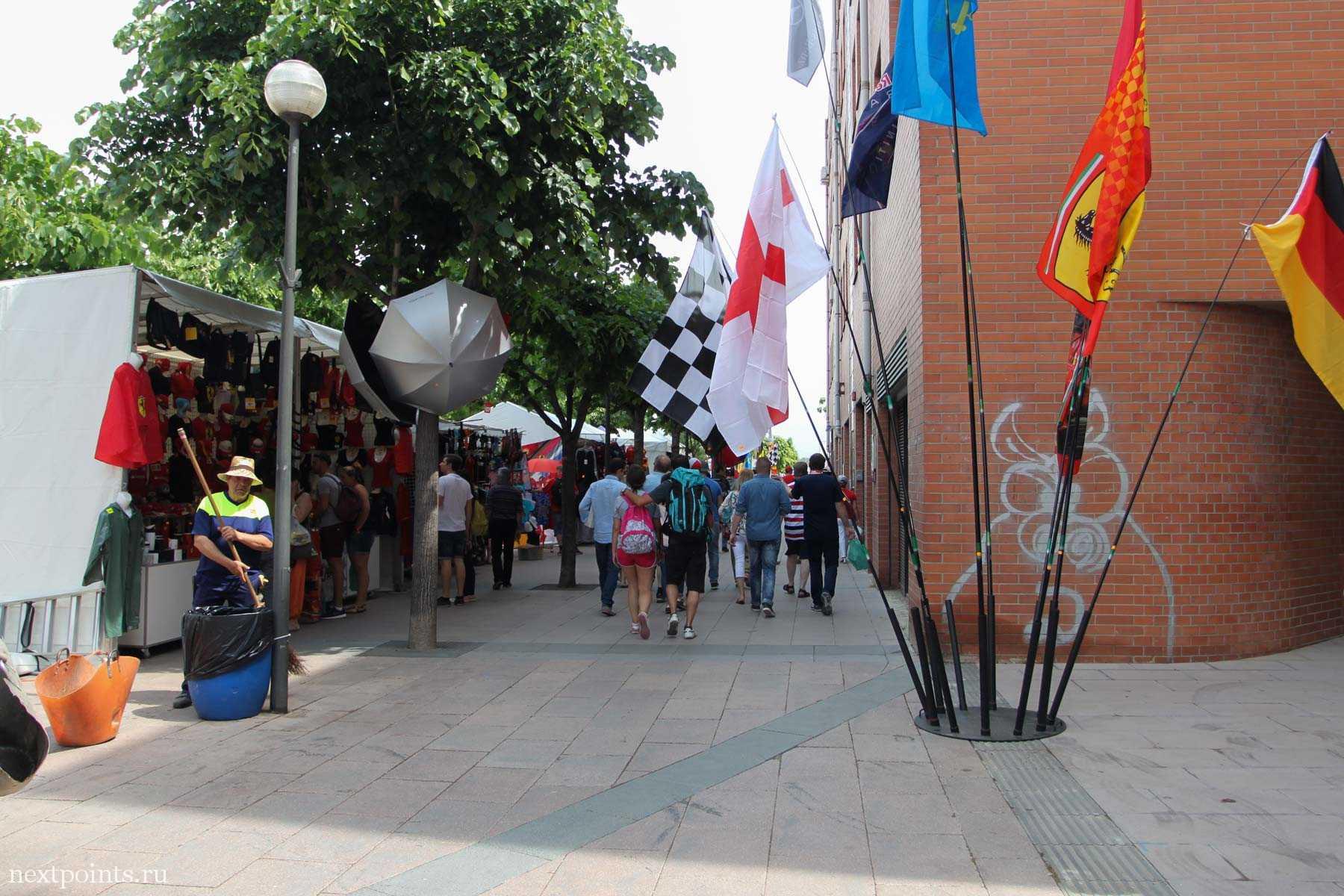 Городок Монмело (Montmelo) в дни Формулы 1 в Испании