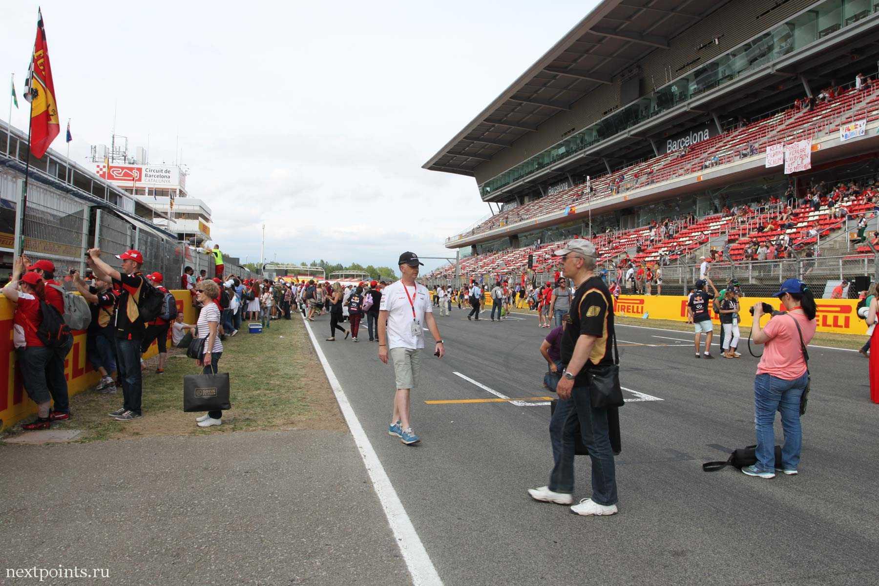 Главная трибуна после гонки Формулы 1 в Испании