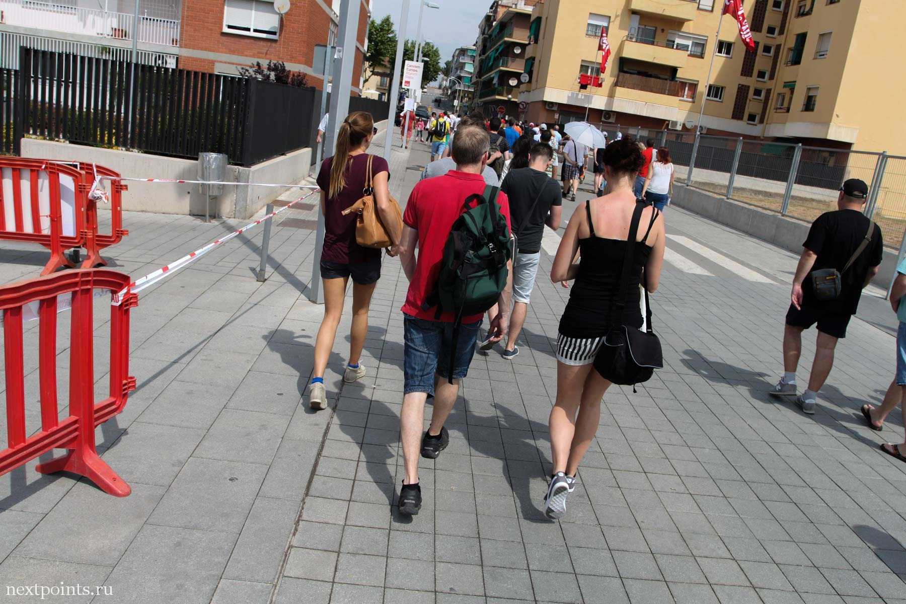 Идем по городу Монмело (Montmelo) в дни Формулы 1 в Испании