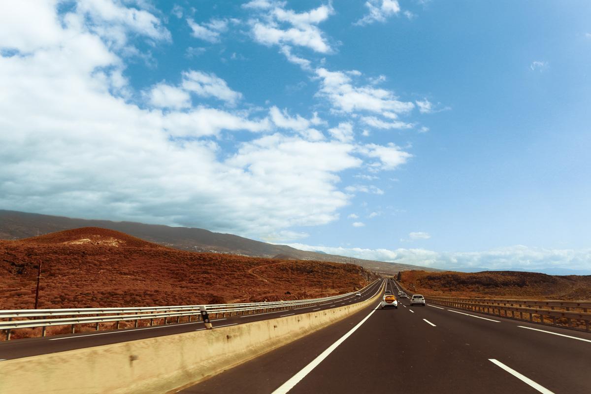 Гладкая круговая трасса Тенерифе к аэропорту