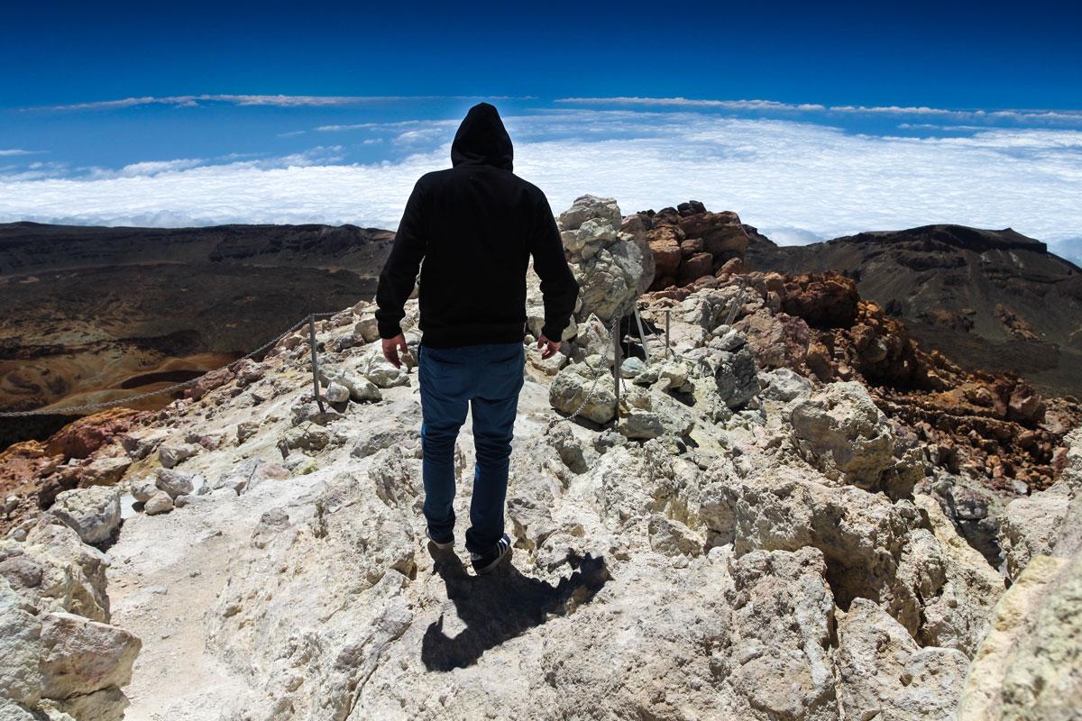 Вид с вершины Тейде на кальдеру и остров Тенерифе