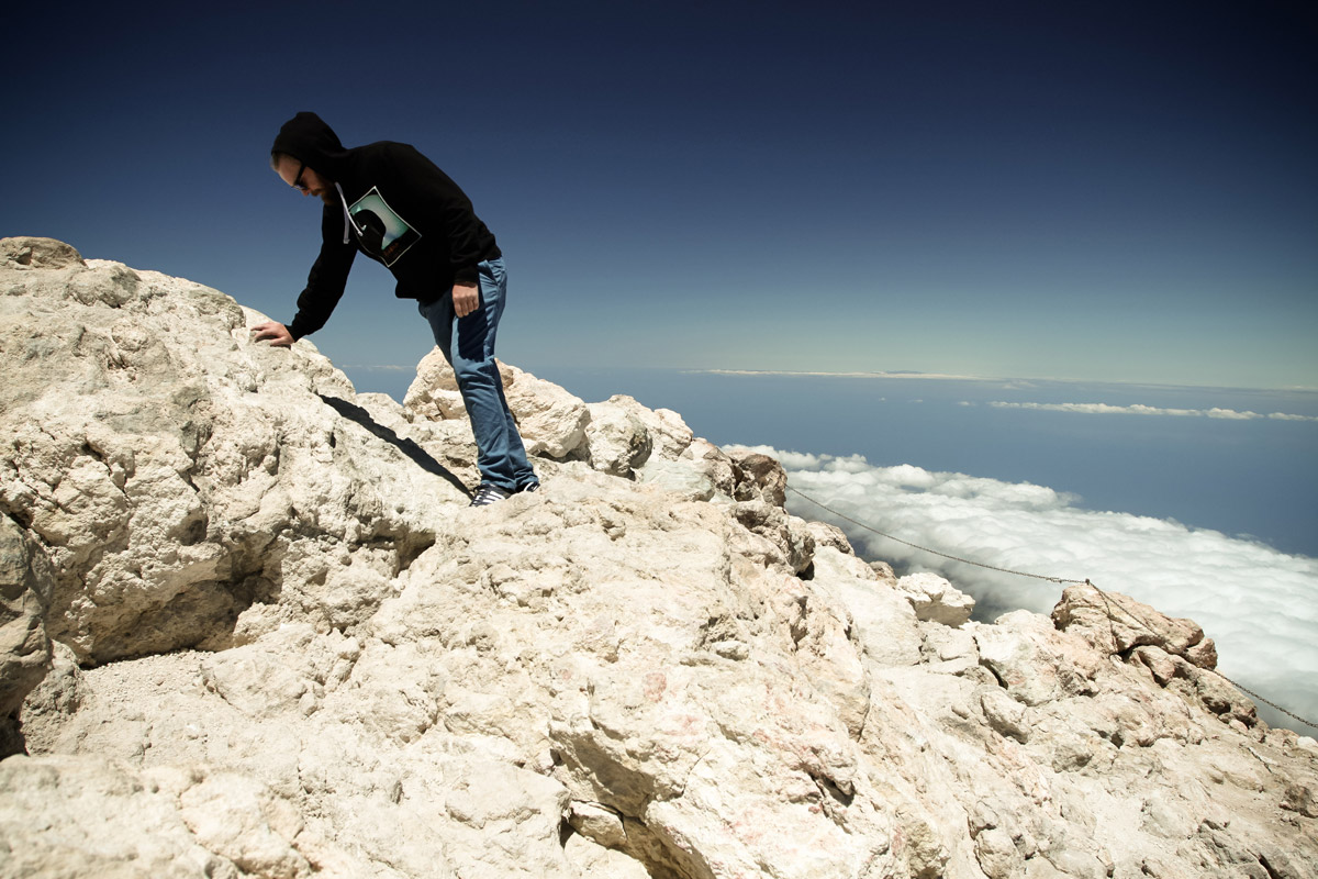 Спустя несколько дней мы летели на самолете примерно на уровне вершины вулкана Тейде