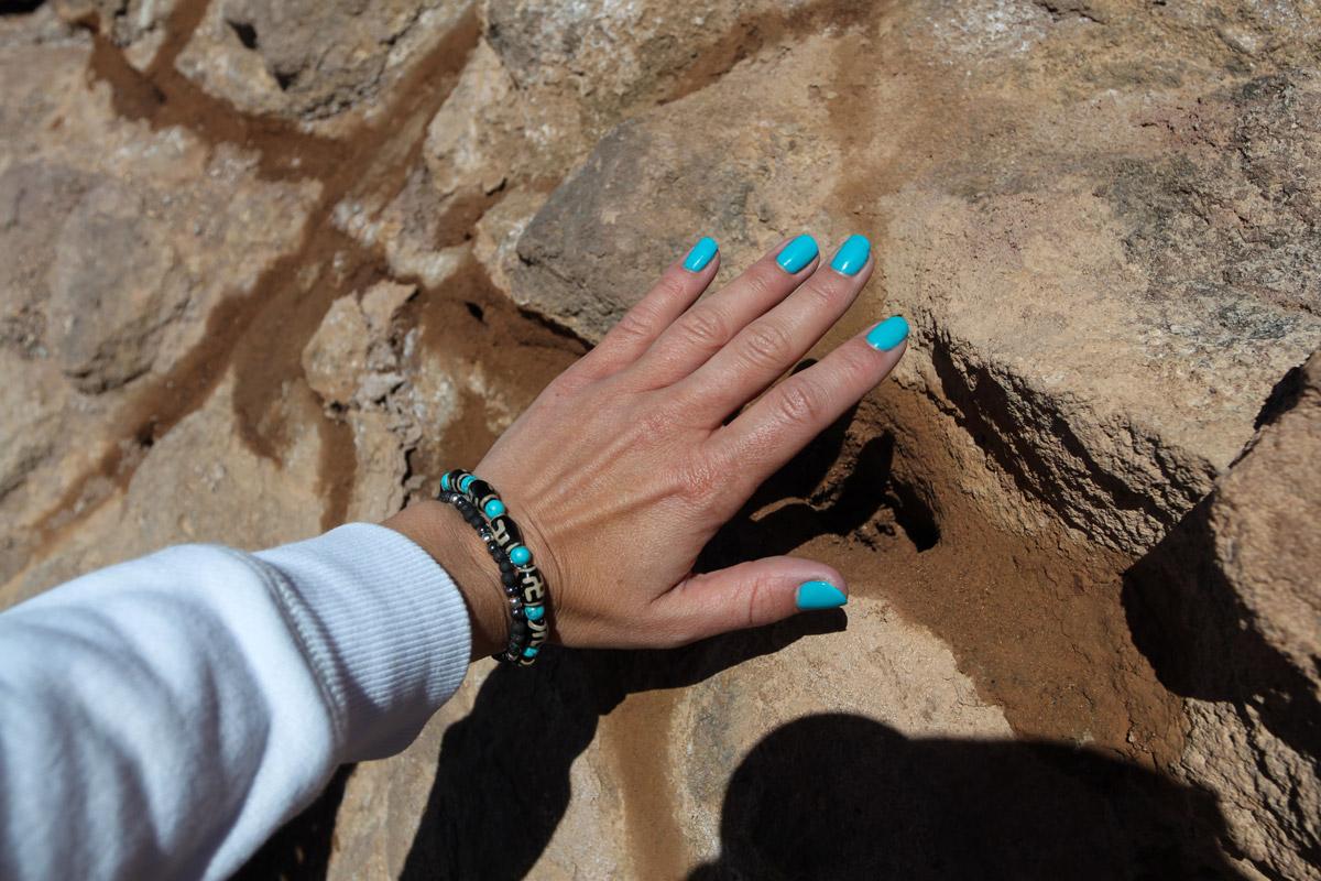 Горячий пар от вулкана Тейде, мгновенно разогревший мои руки
