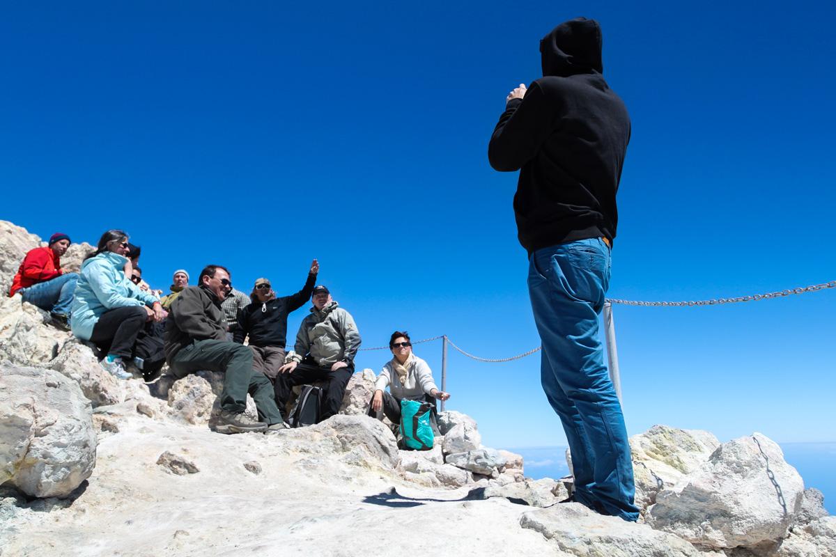 Фотографируем группу туристов с бутербродами