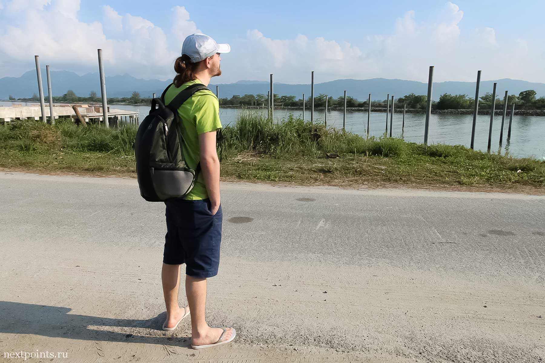 Дорого около маленького пирса, откуда отплывали на остров Ко Липе
