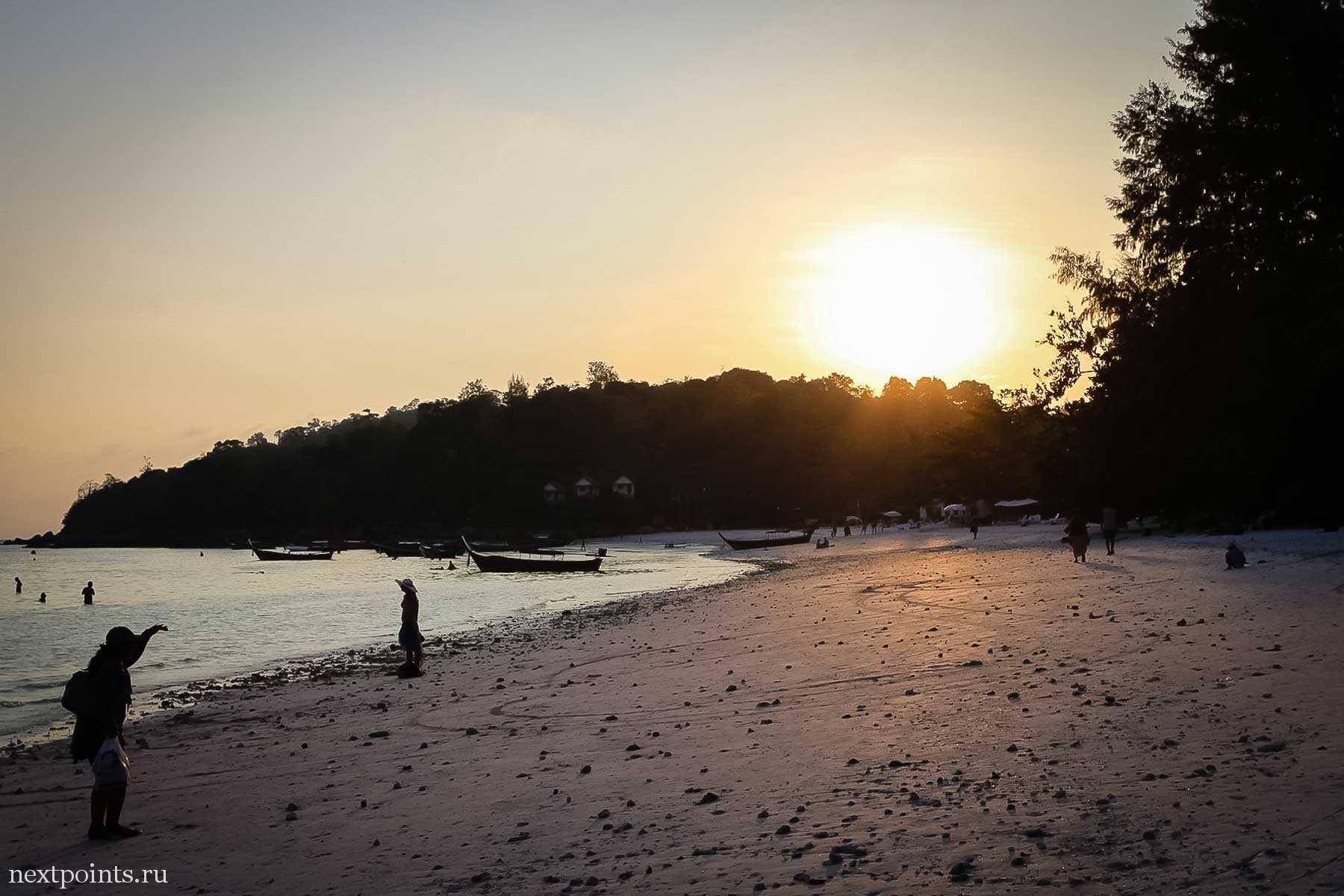 Закат на пляже Паттая на Ко Липе