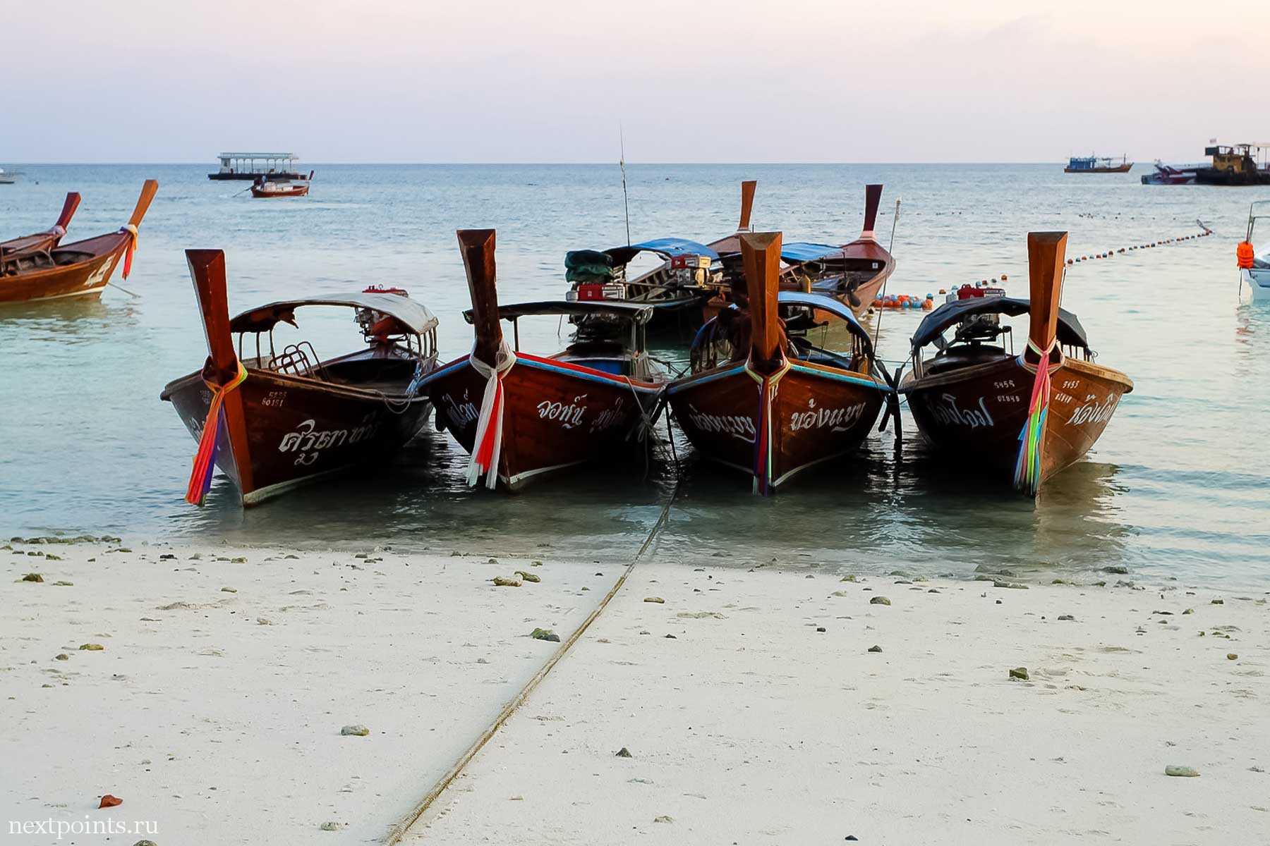 Тайские лодки на острове Ко Липе (Koh Lipe) в Таиланде
