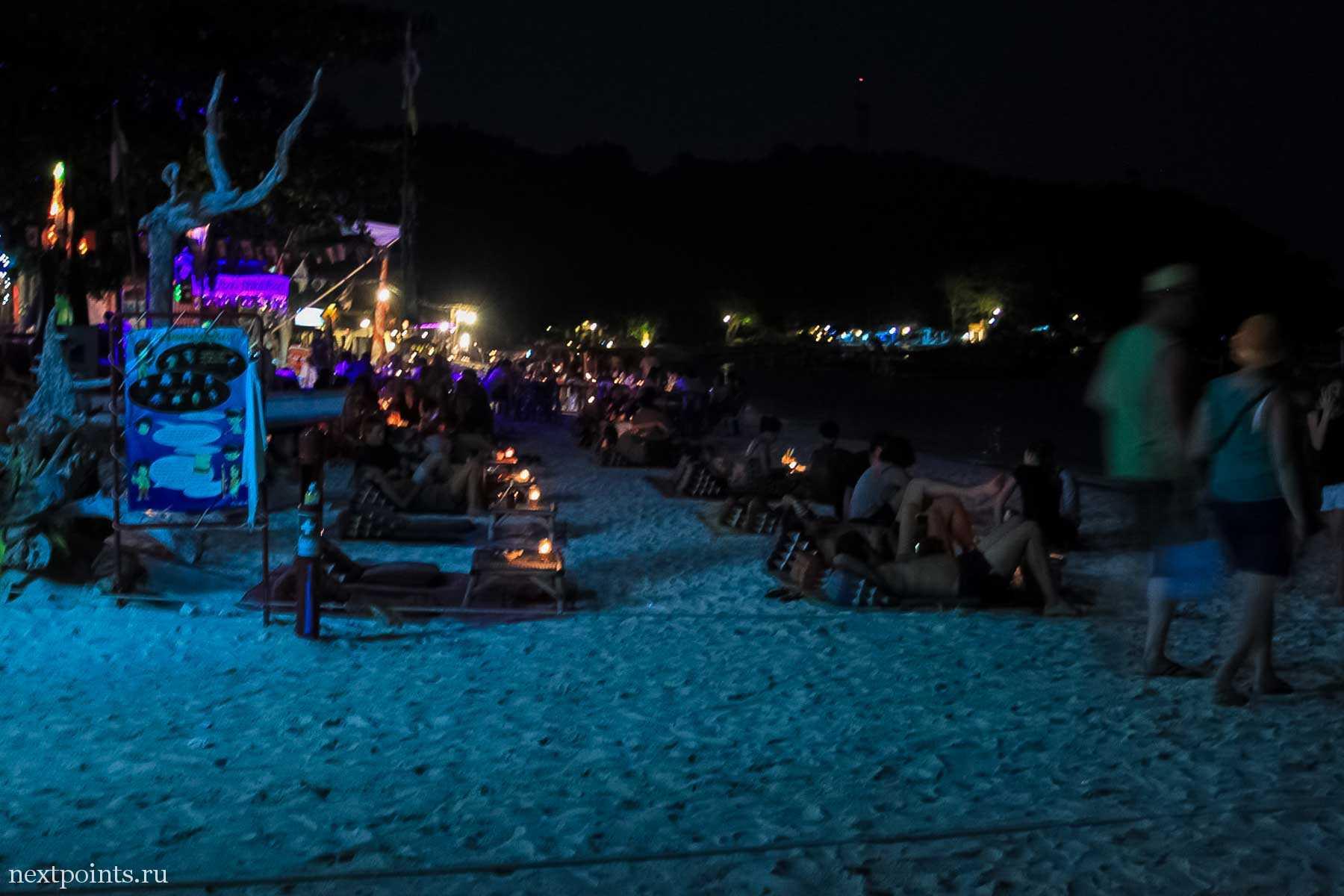 Набережная пляжа Pattaya вечером