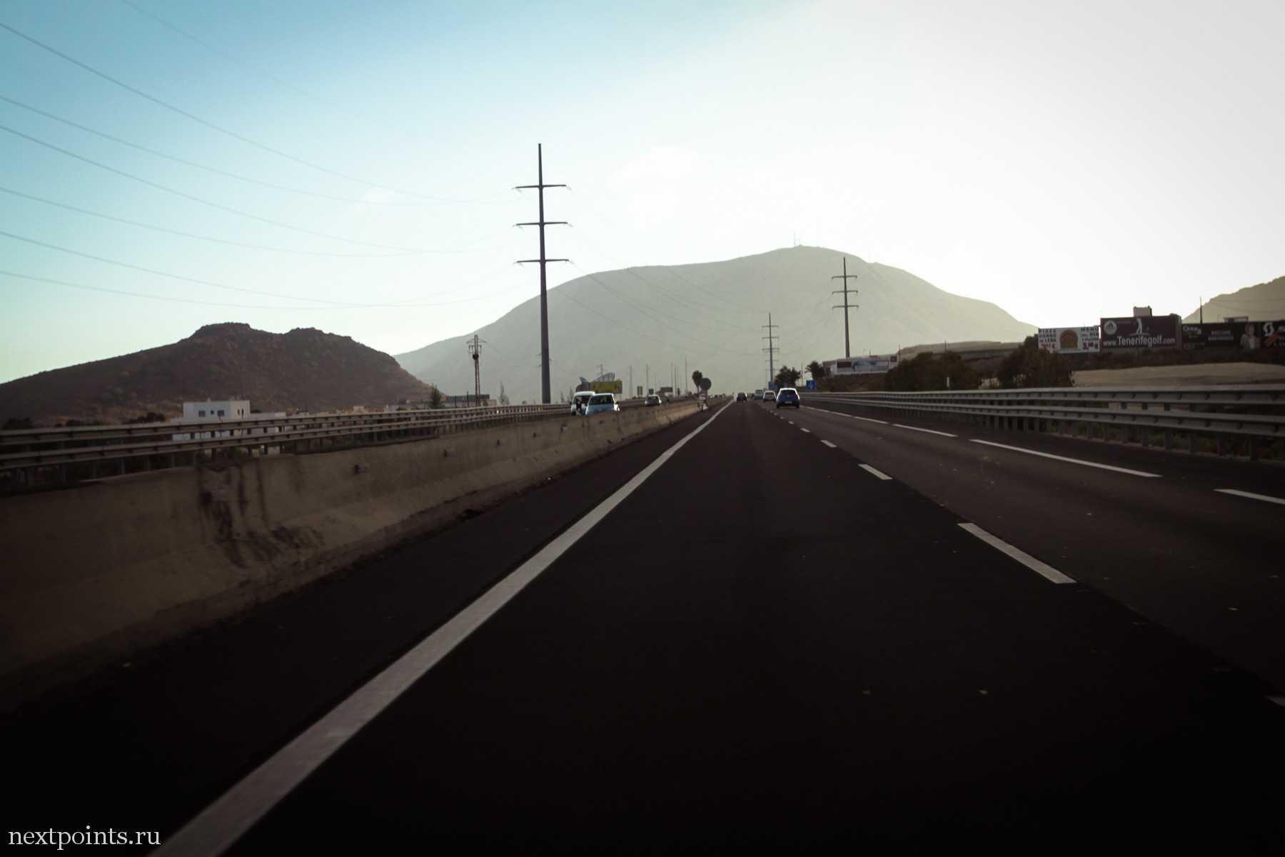 Красивая гора в дымке на Тенерифе