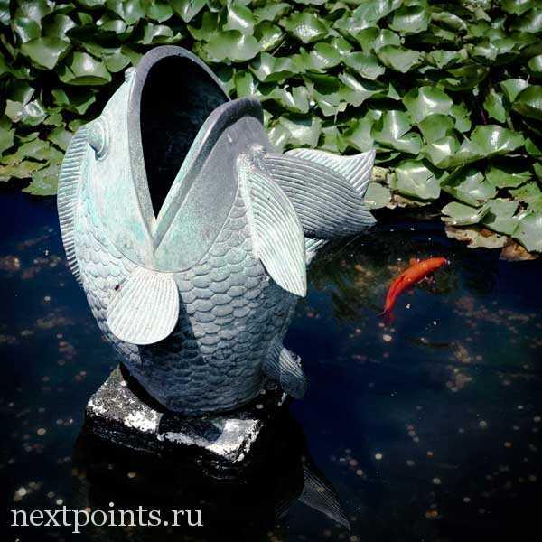 Японская статуя рыбы