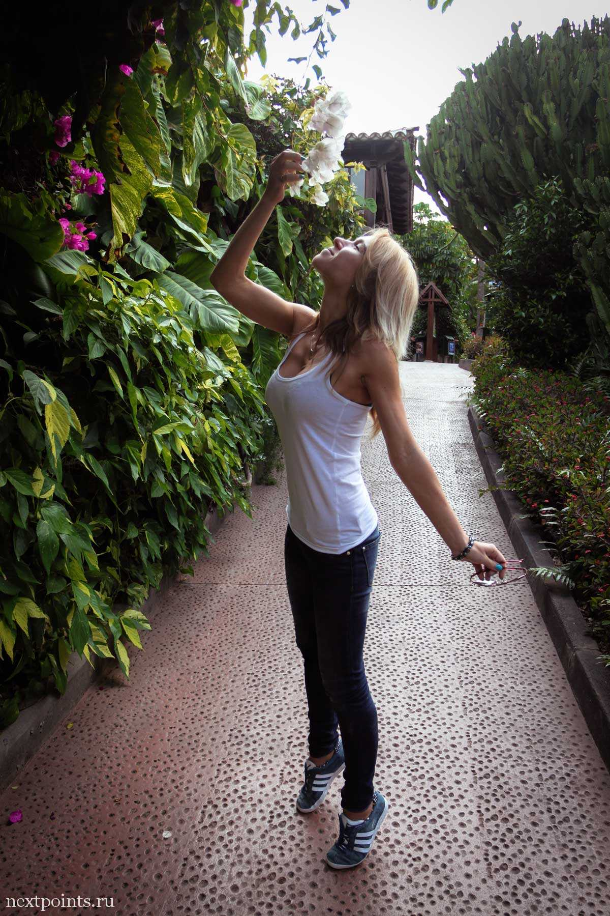 Нюхаю цветы в Лоро Парке