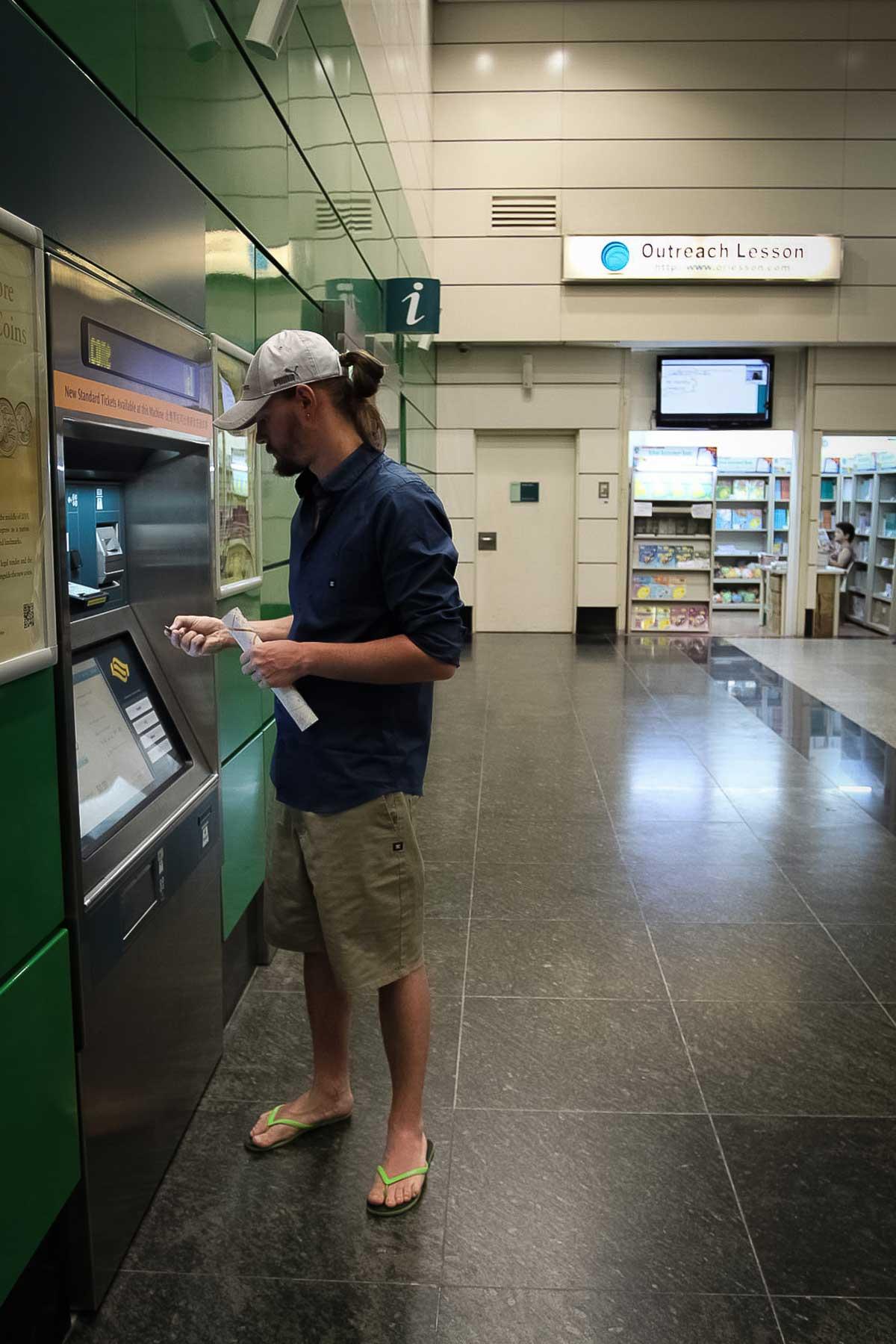 Покупаем поездки на метро в Сингапуре