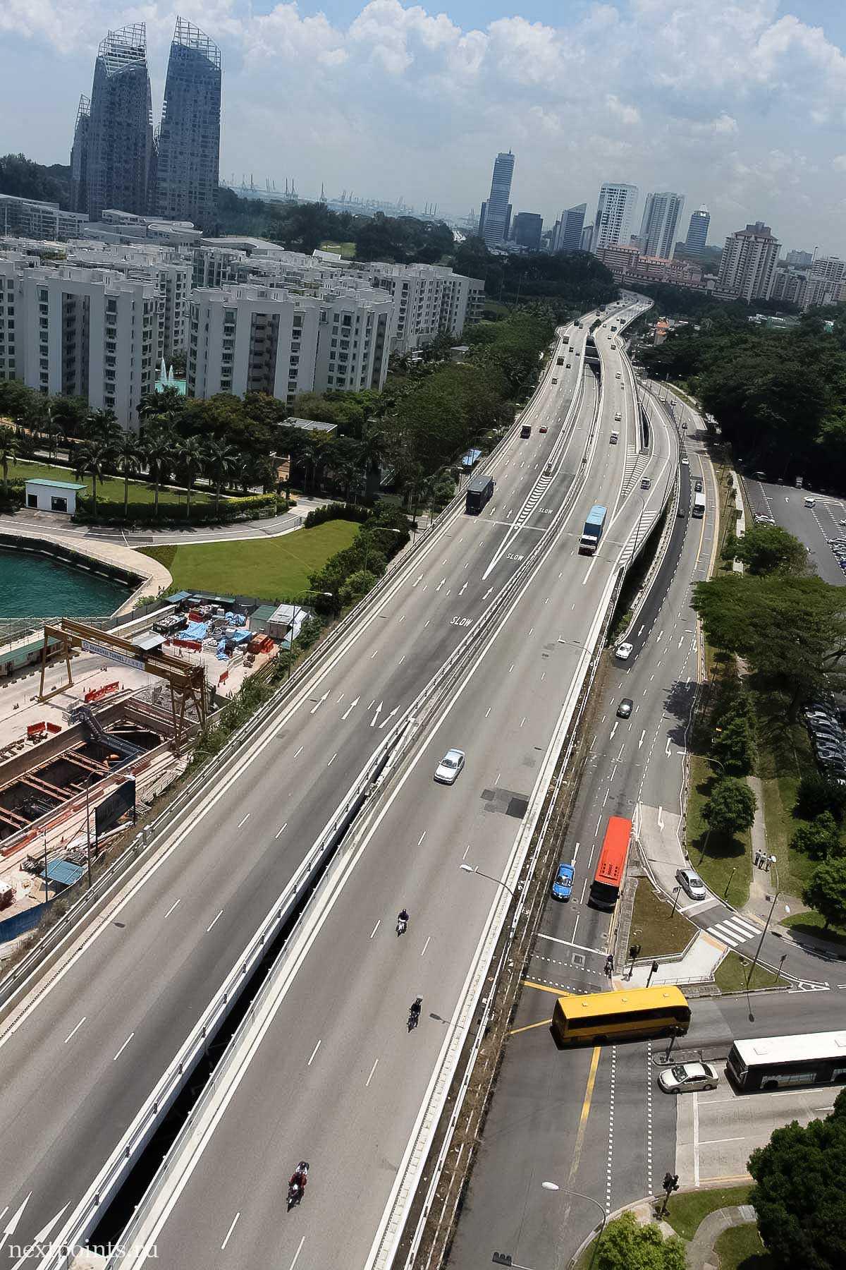 Внизу открываются шикарные виды на аккуратный Сингапур. Настолько аккуратный, что даже их стройка выглядит очень эстетично.