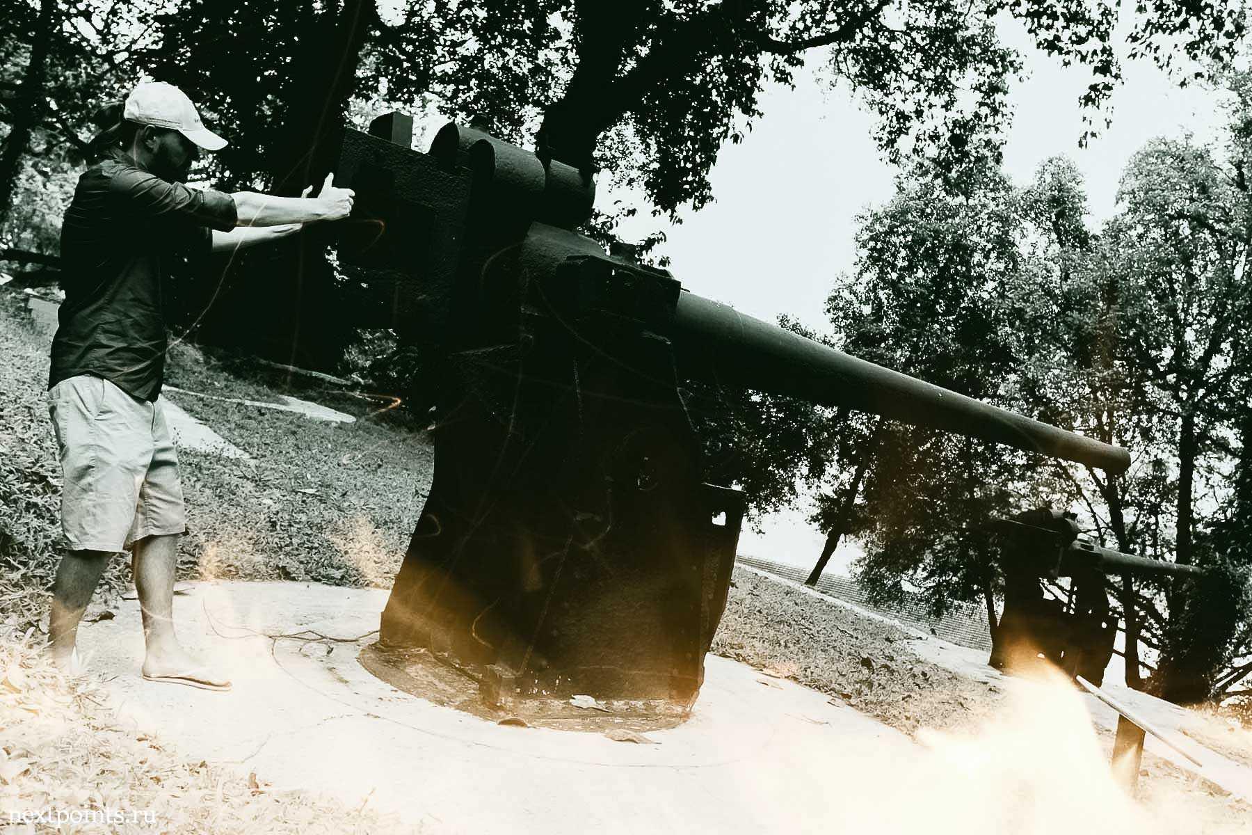 Стрельба из пушки в Форте Силосо (Fort Siloso) на Сентозе (Sentosa)