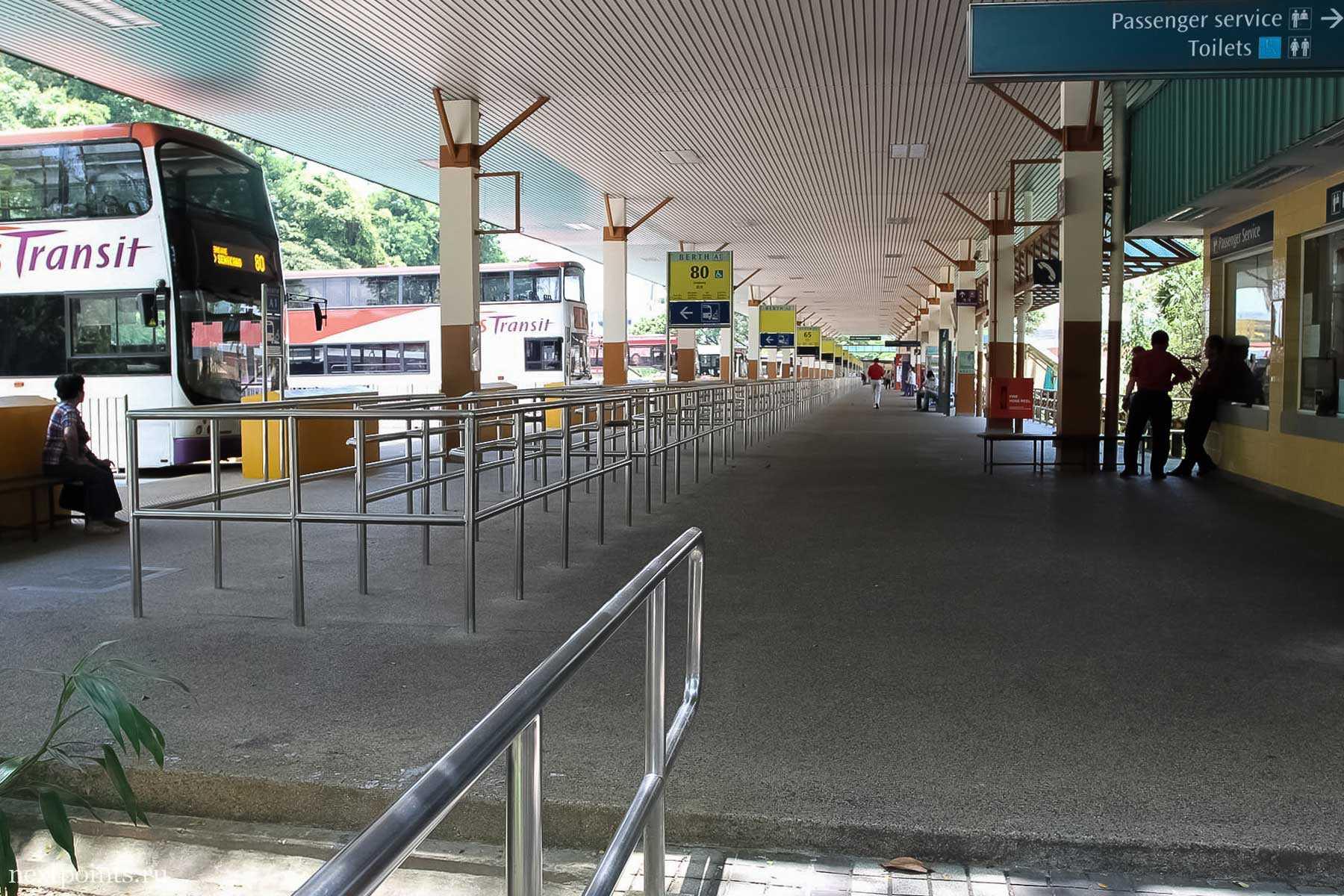 Автобусная остановка в Сингапуре