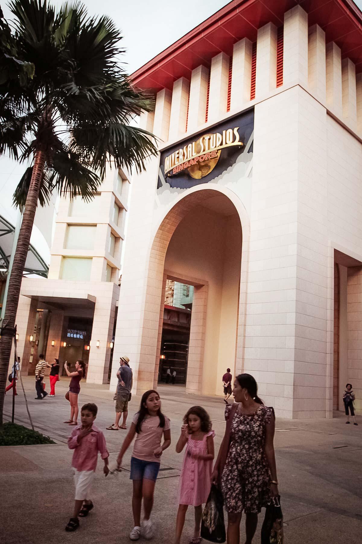 Вход в Юниверсал Студио на Сентозе