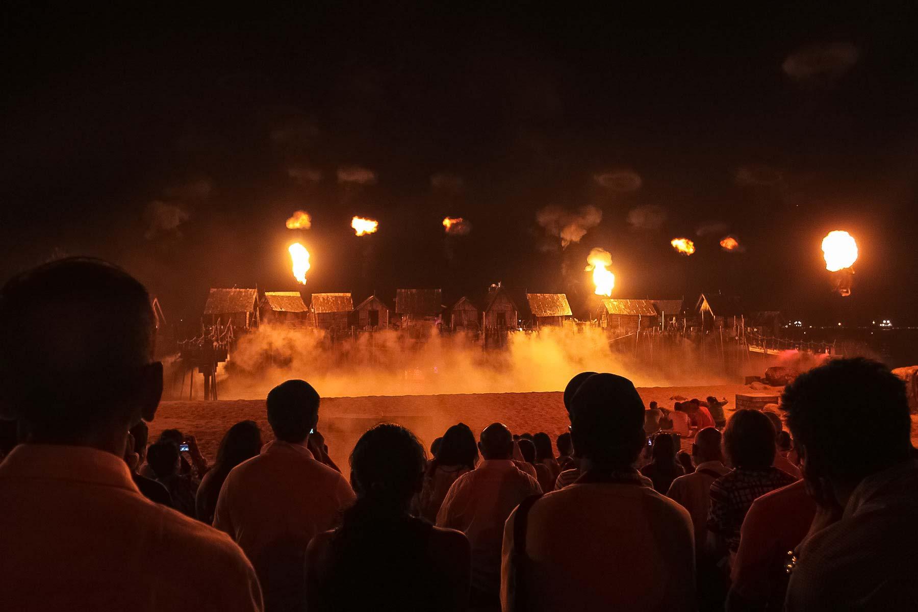 Шоу дыма и огная на Сентозе - лазерное шоу