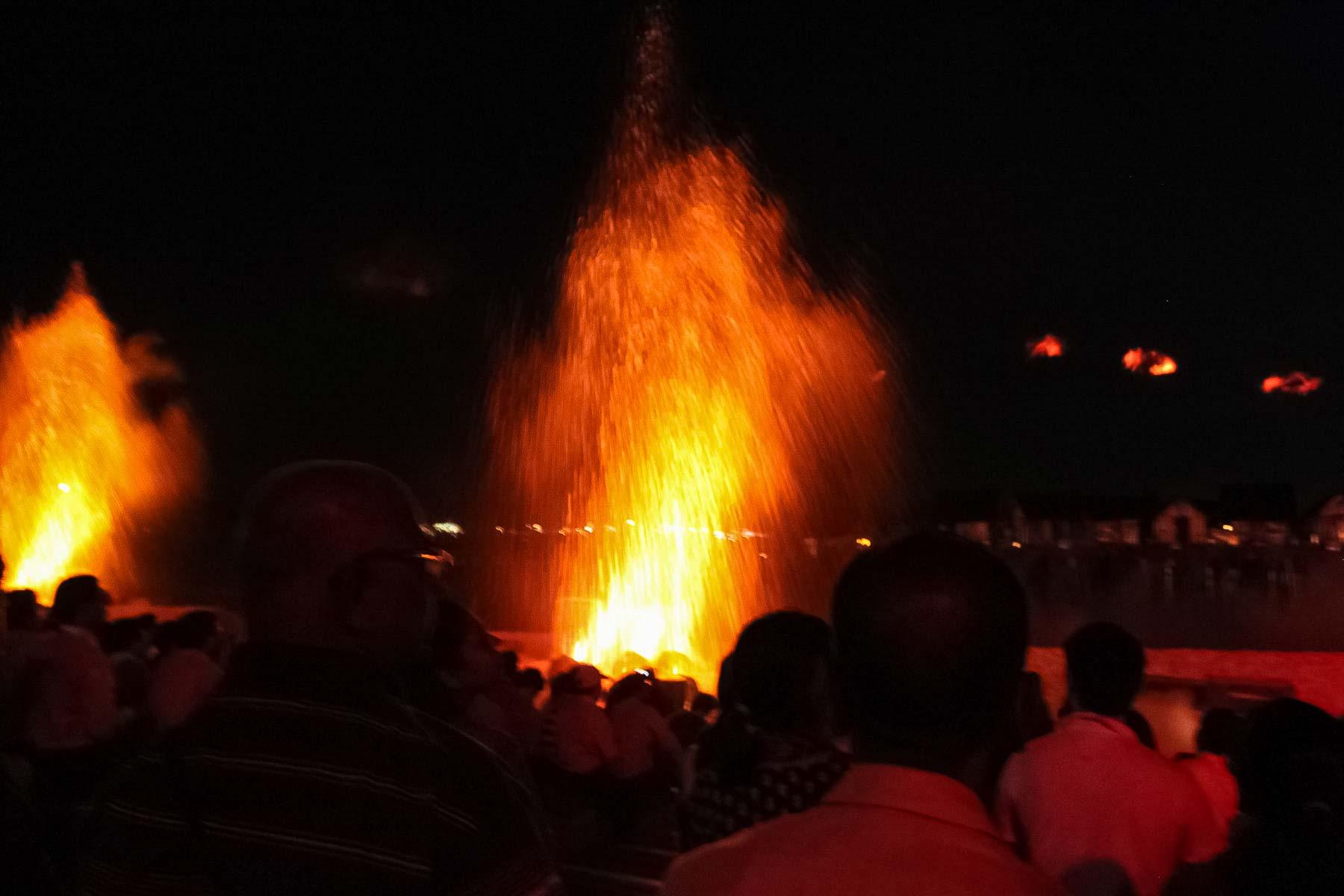 Огонь лазерного шоу на Сентозе рядом с нами