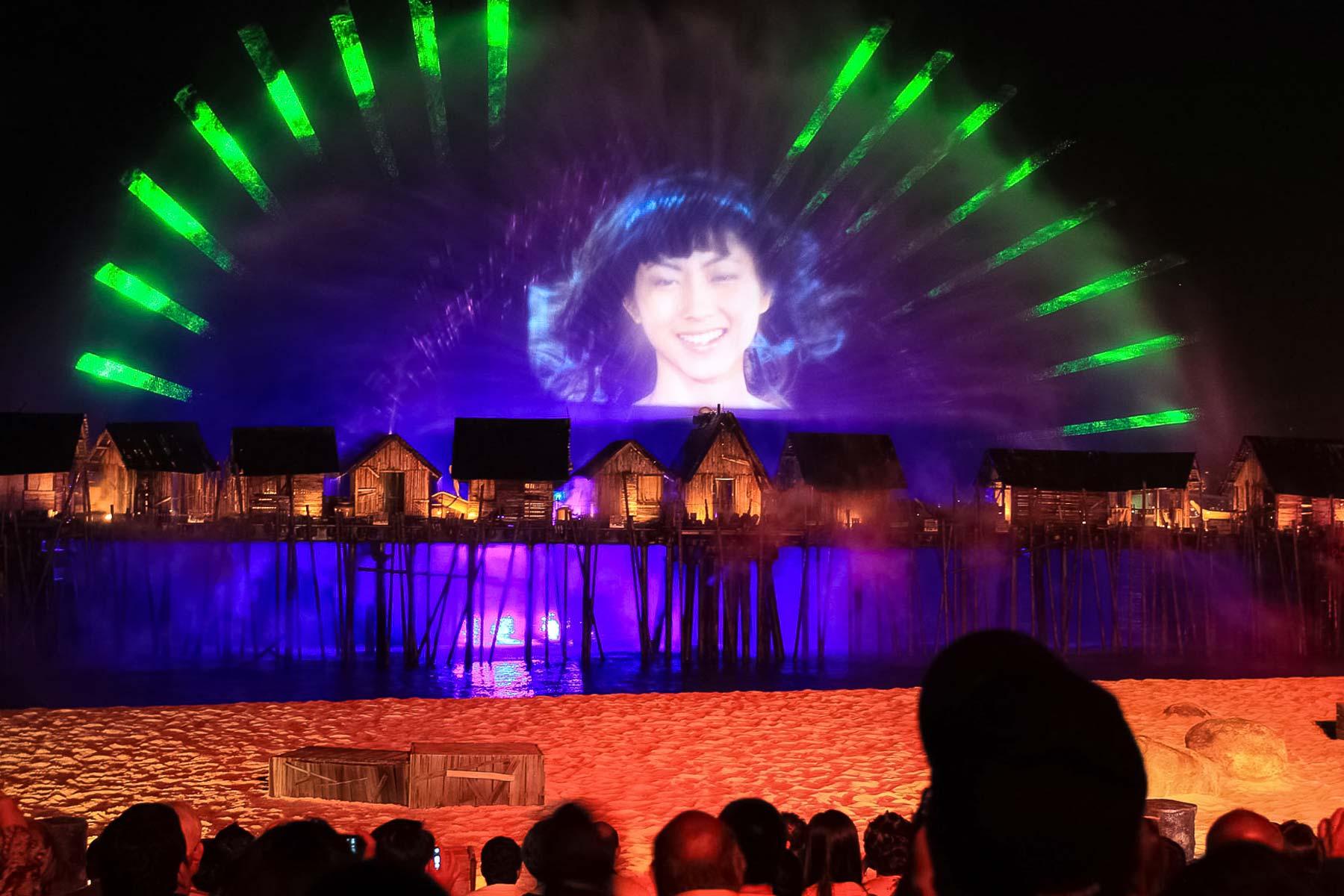 Лазерная девушка на острове Сентоза