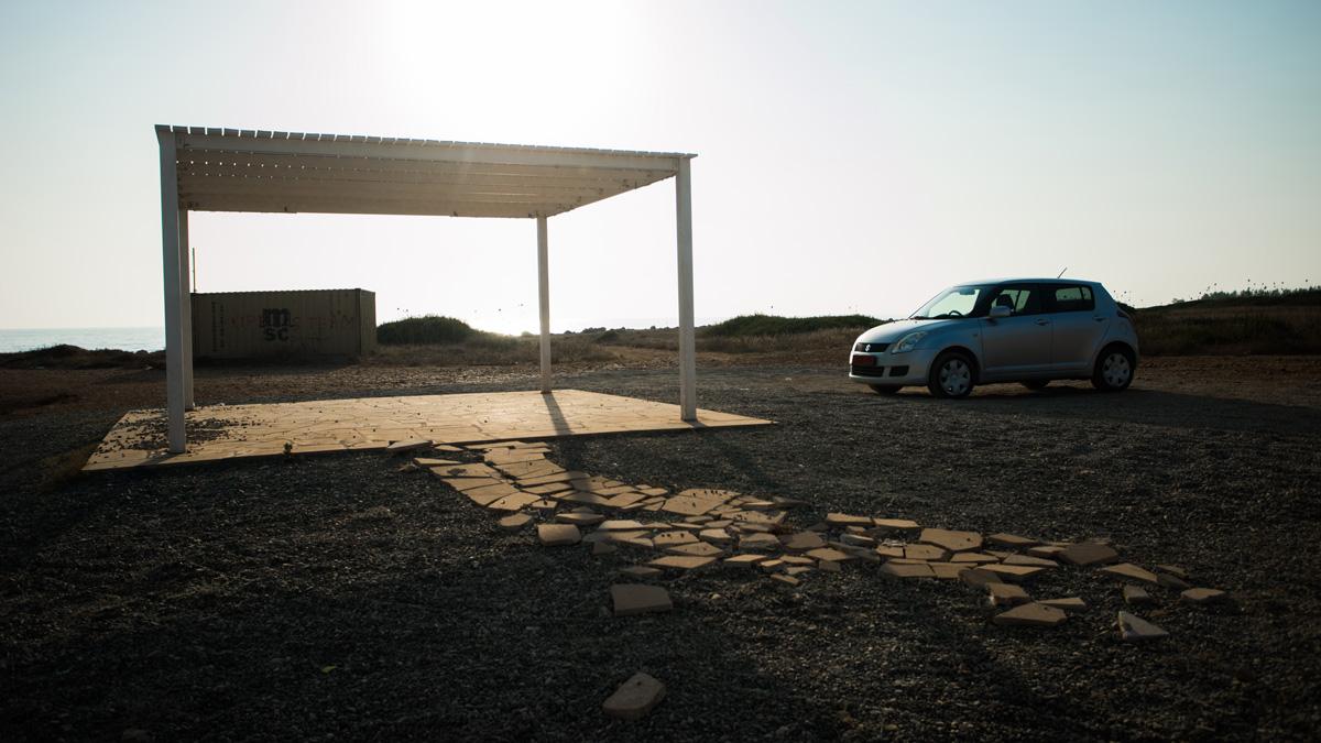 Парковка рядом с заброшенным кораблем Edro III