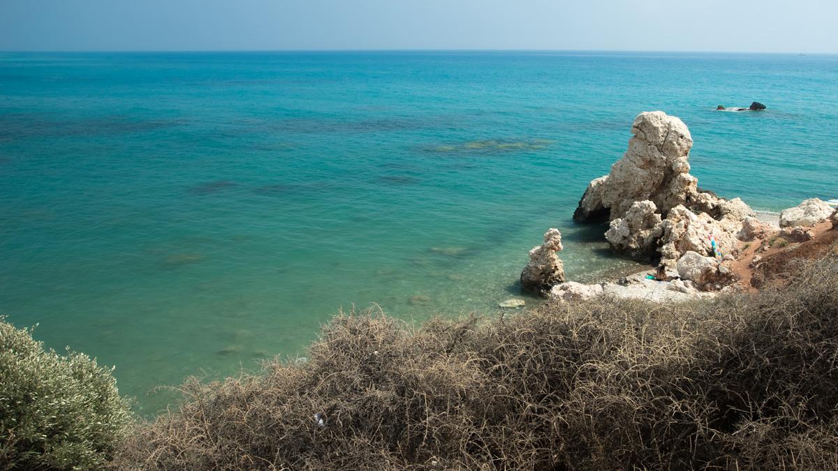 Окрестности камня Афродиты на Кипре. Один из пляжей