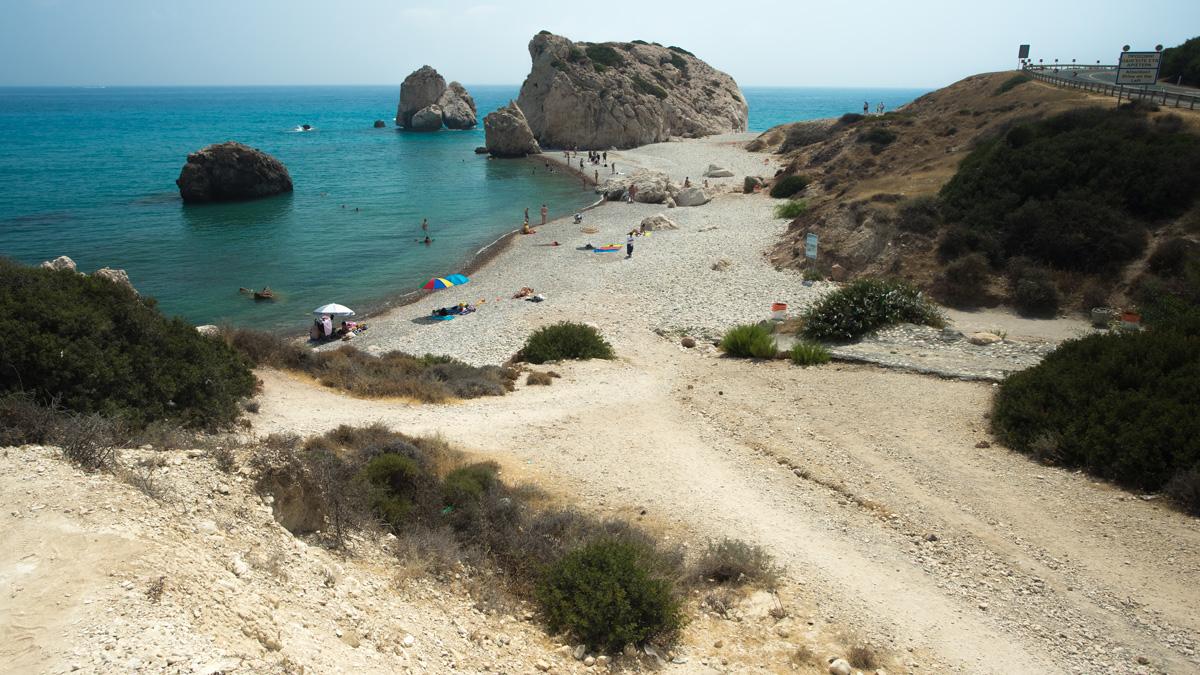 Пляж с камнем Афродиты на Кипре