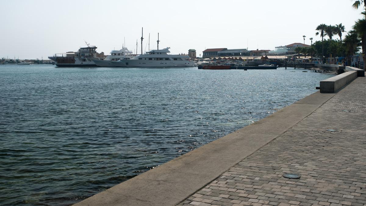Вид на порт города Пафос на Кипре
