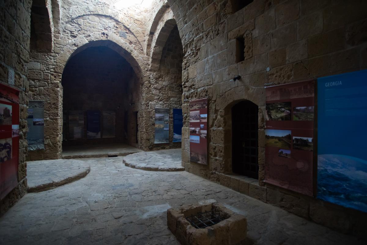 Внутри замка Medieval Fort в городе Пафос на Кипре