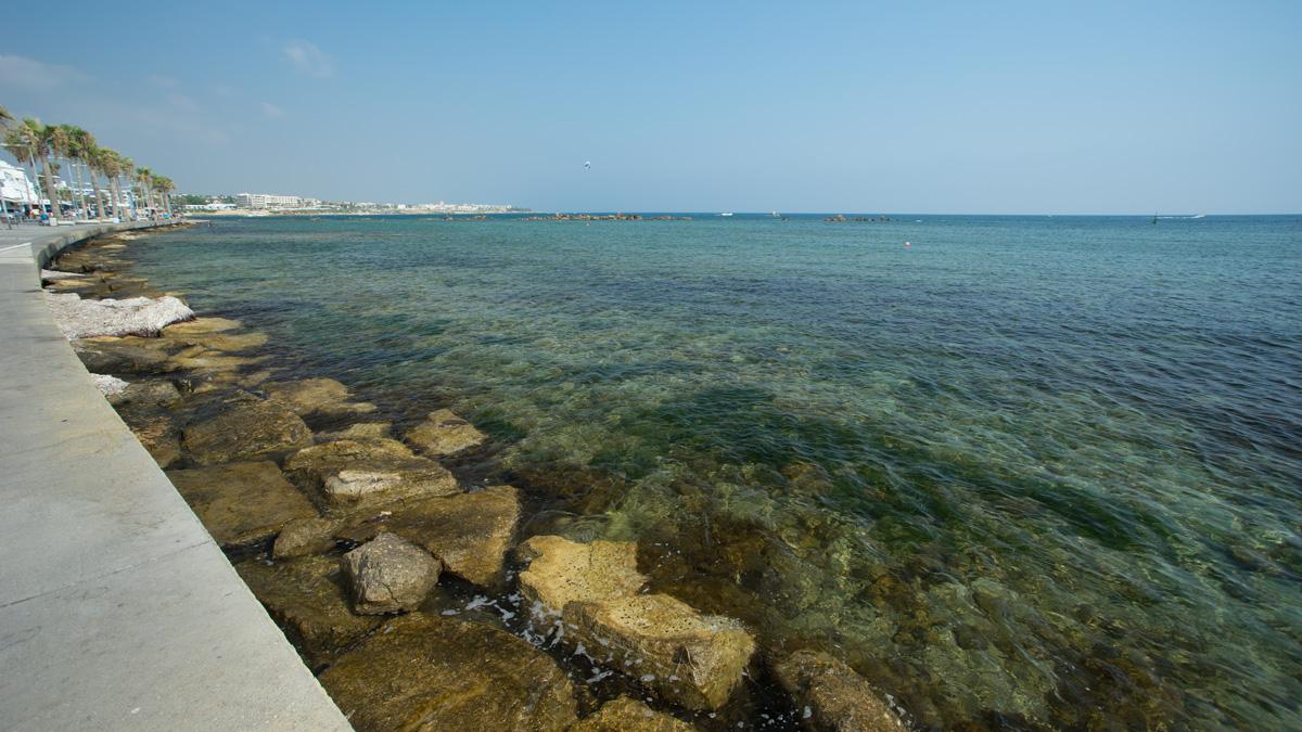 Море в в городе Пафос на Кипре