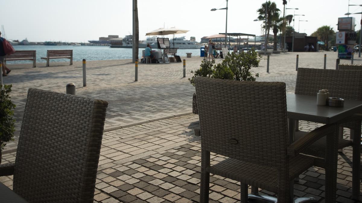 Ресторанчик на набережной в городе Пафос на Кипре