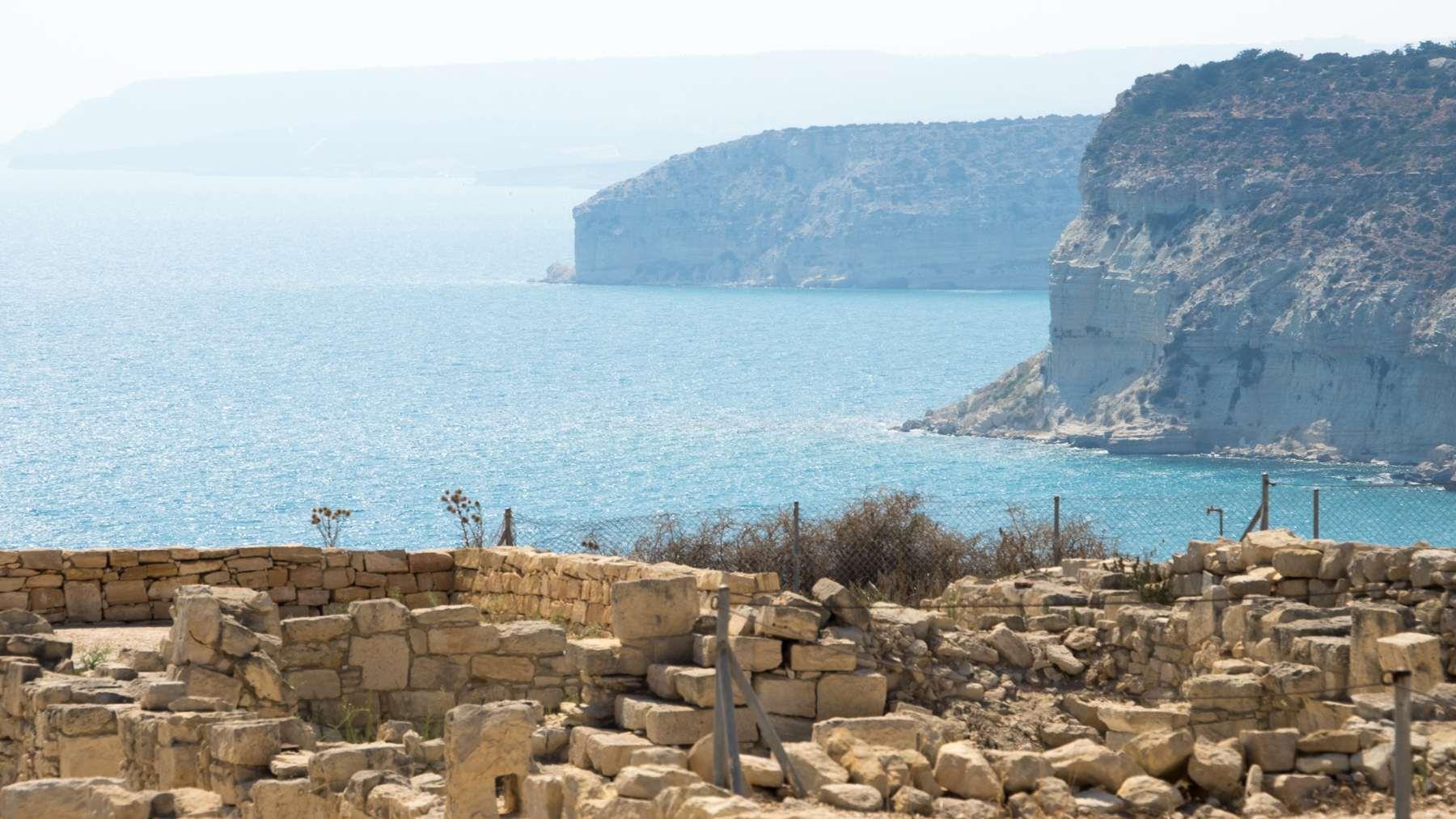 Обрывистые берега Кипра