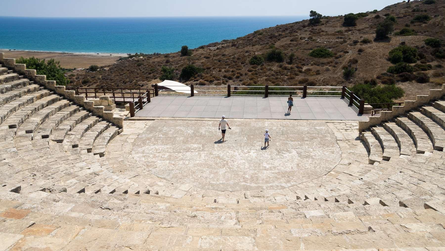 Лестницы древне-греческого амфитеатра являются и сиденьями