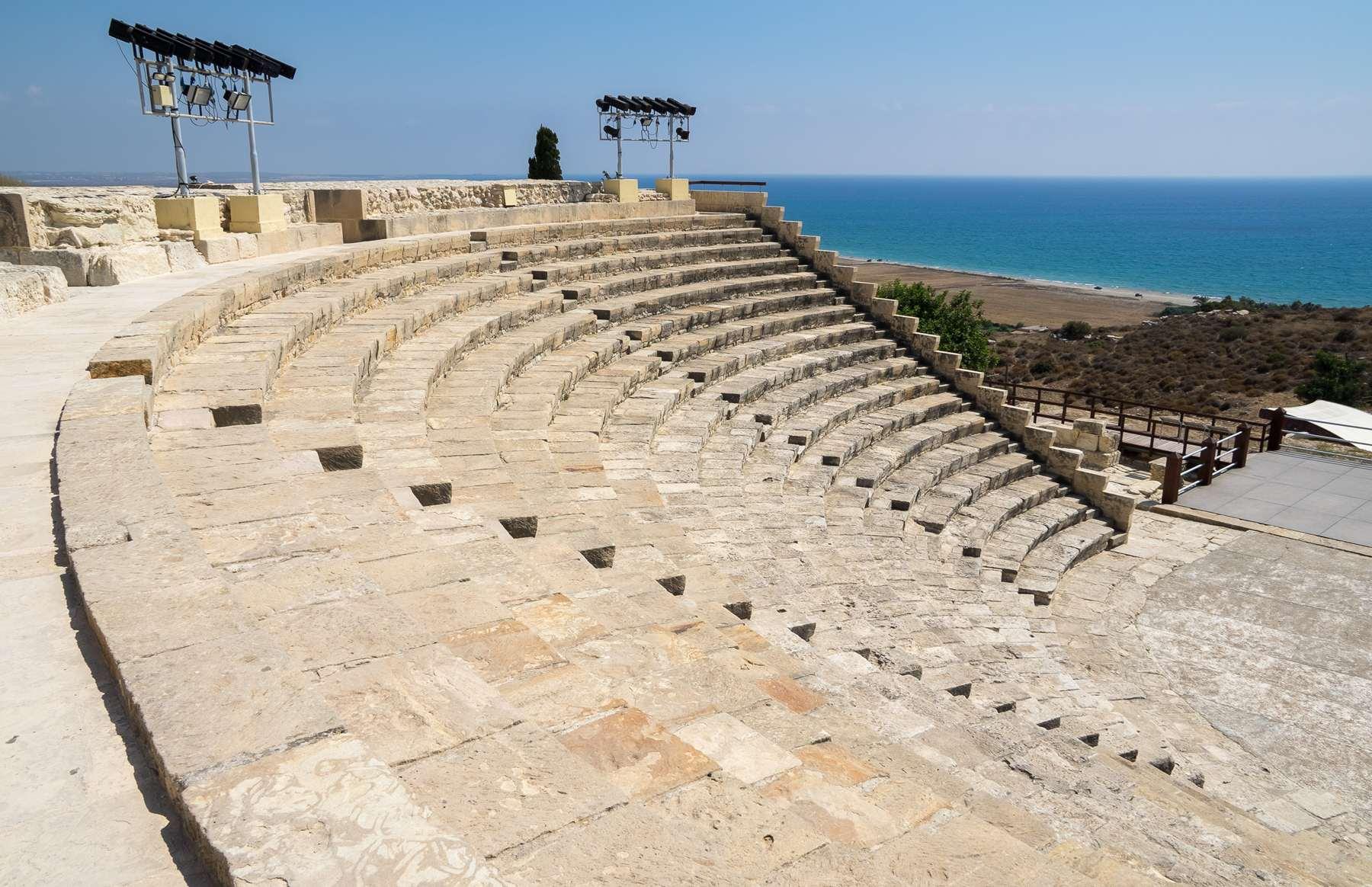 Вид из амфитеатра Куриона на море замечательный