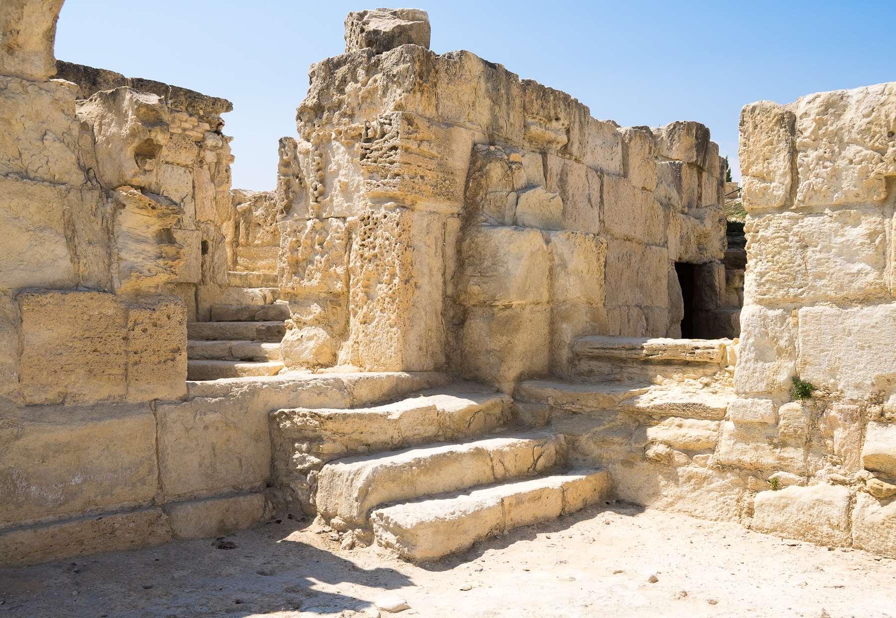 Лабиринты из руин в Курионе на Кипре