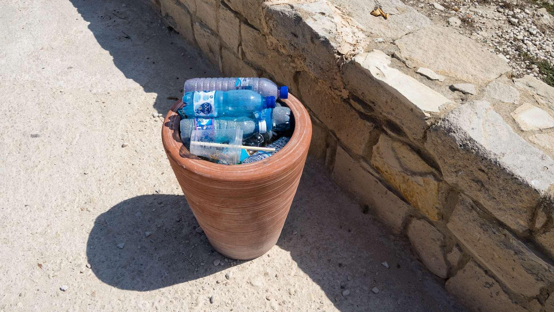 Туристы в Курионе в августе побивают рекорды употребления воды