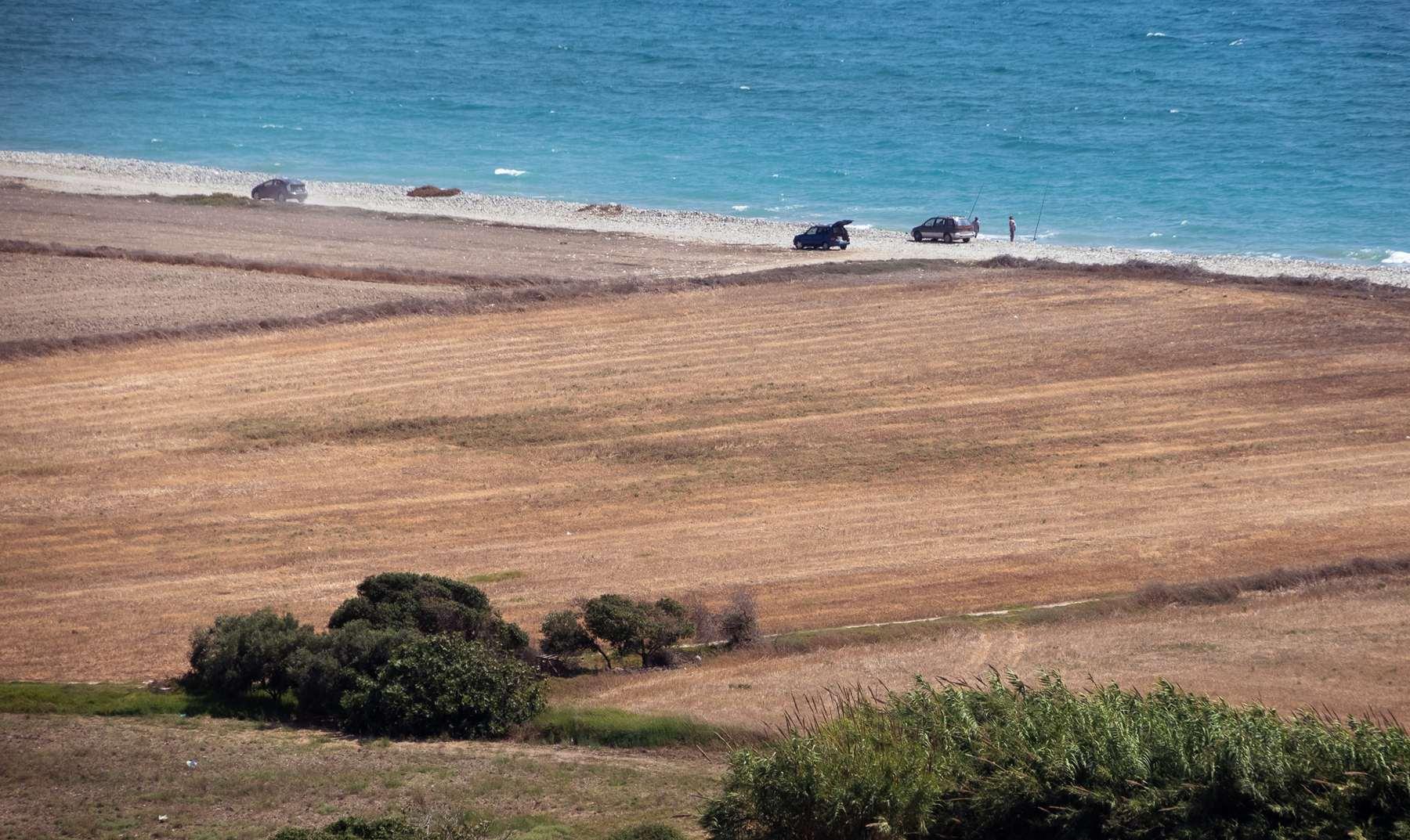 Пляж около Куриона (Coureon beach) издалека