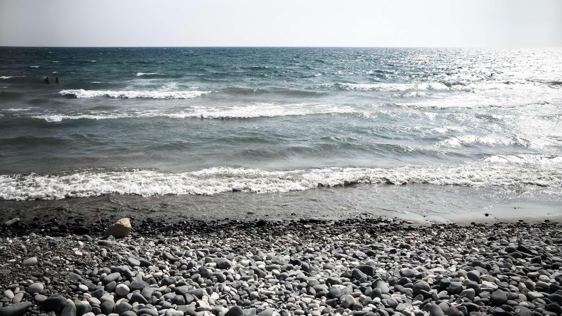 Море на пляже Курион